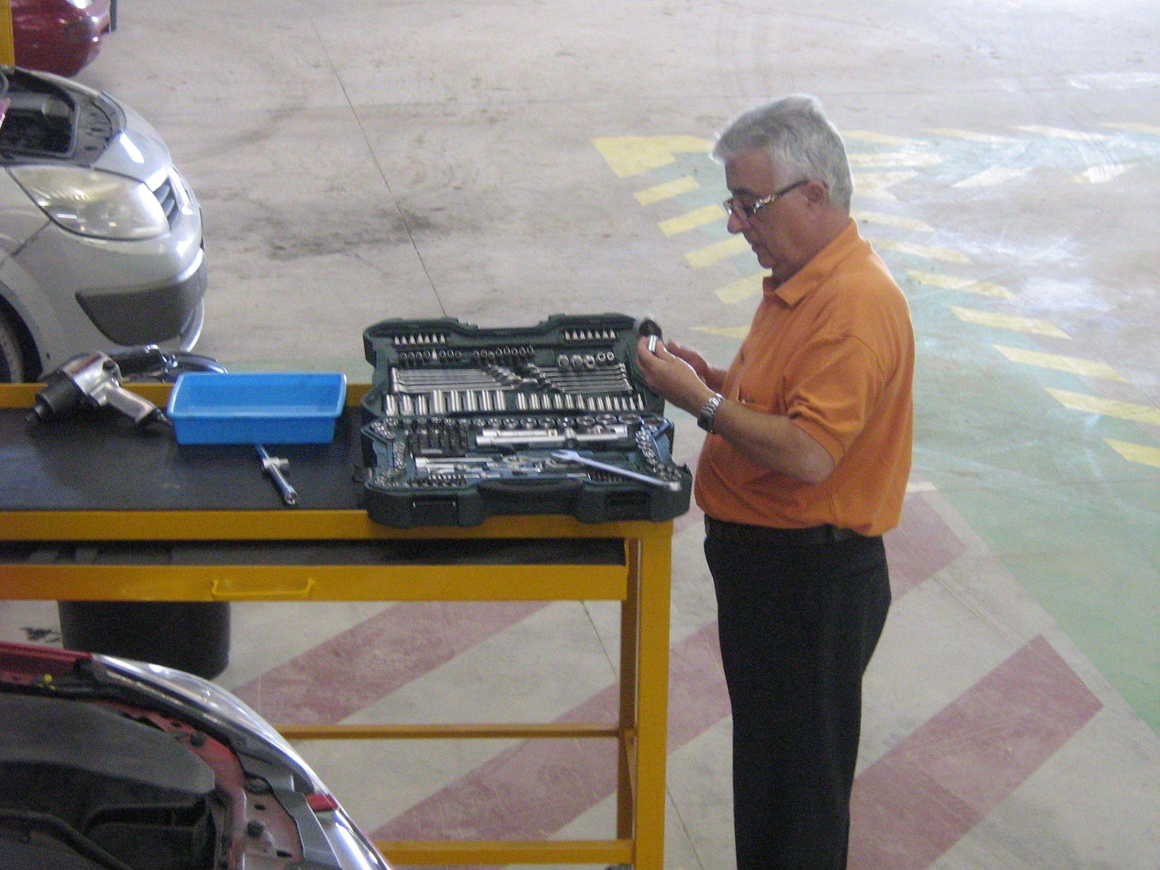 Boxes equipados con herramientas para reparaciones