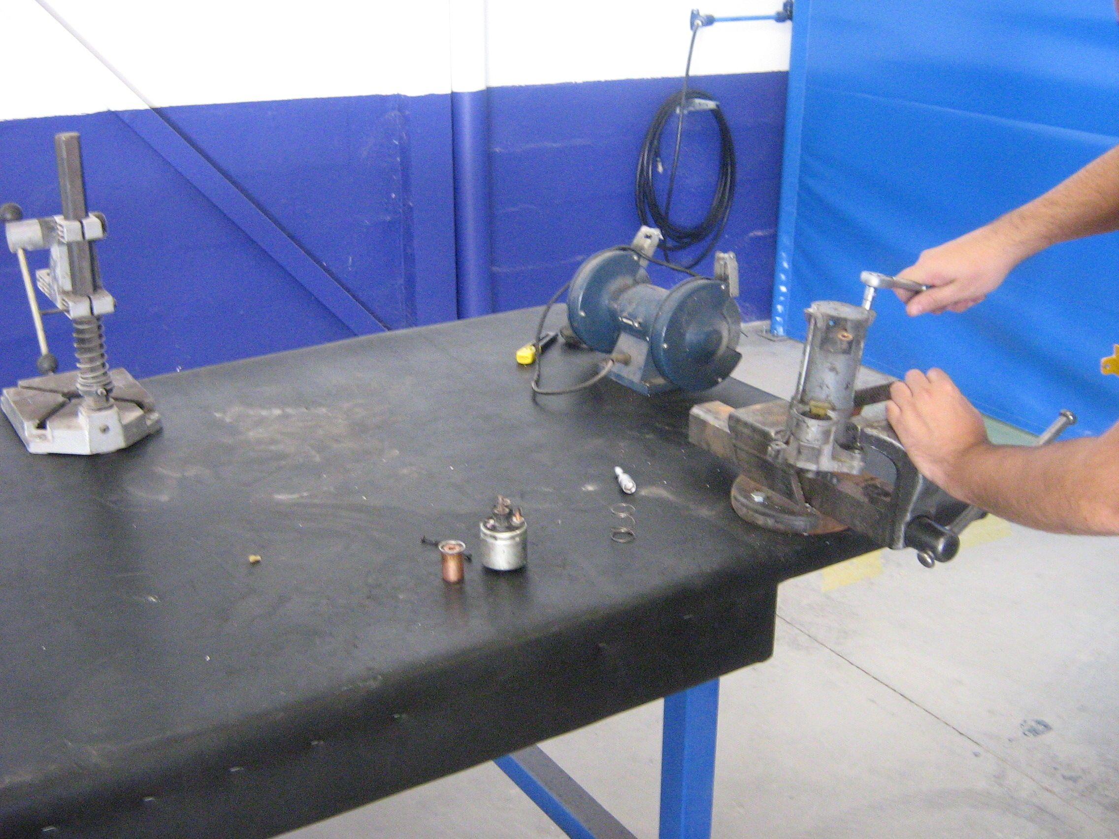 Banco comunitario del taller (podrás desmontar un motor de arranque)