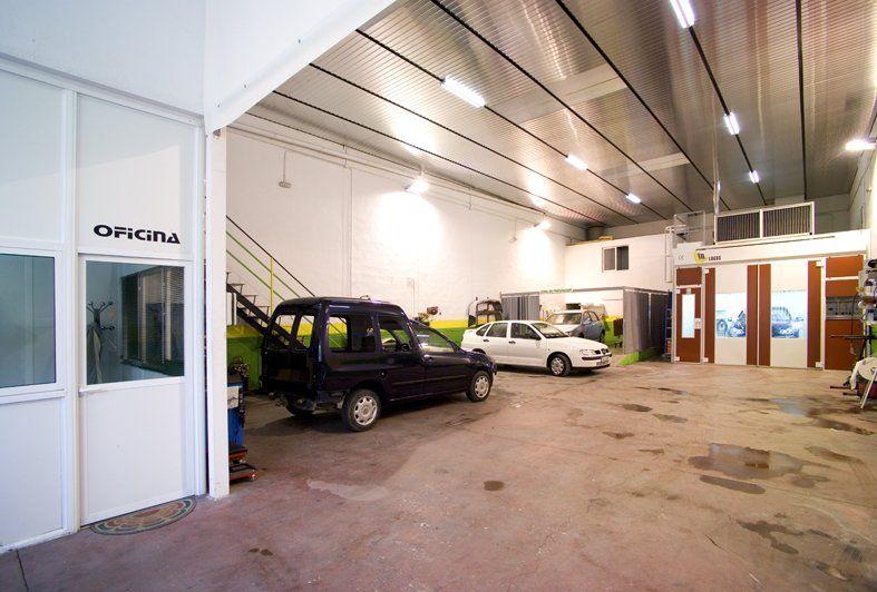 Foto 4 de Talleres de chapa y pintura en Jaén   Auto Rapid
