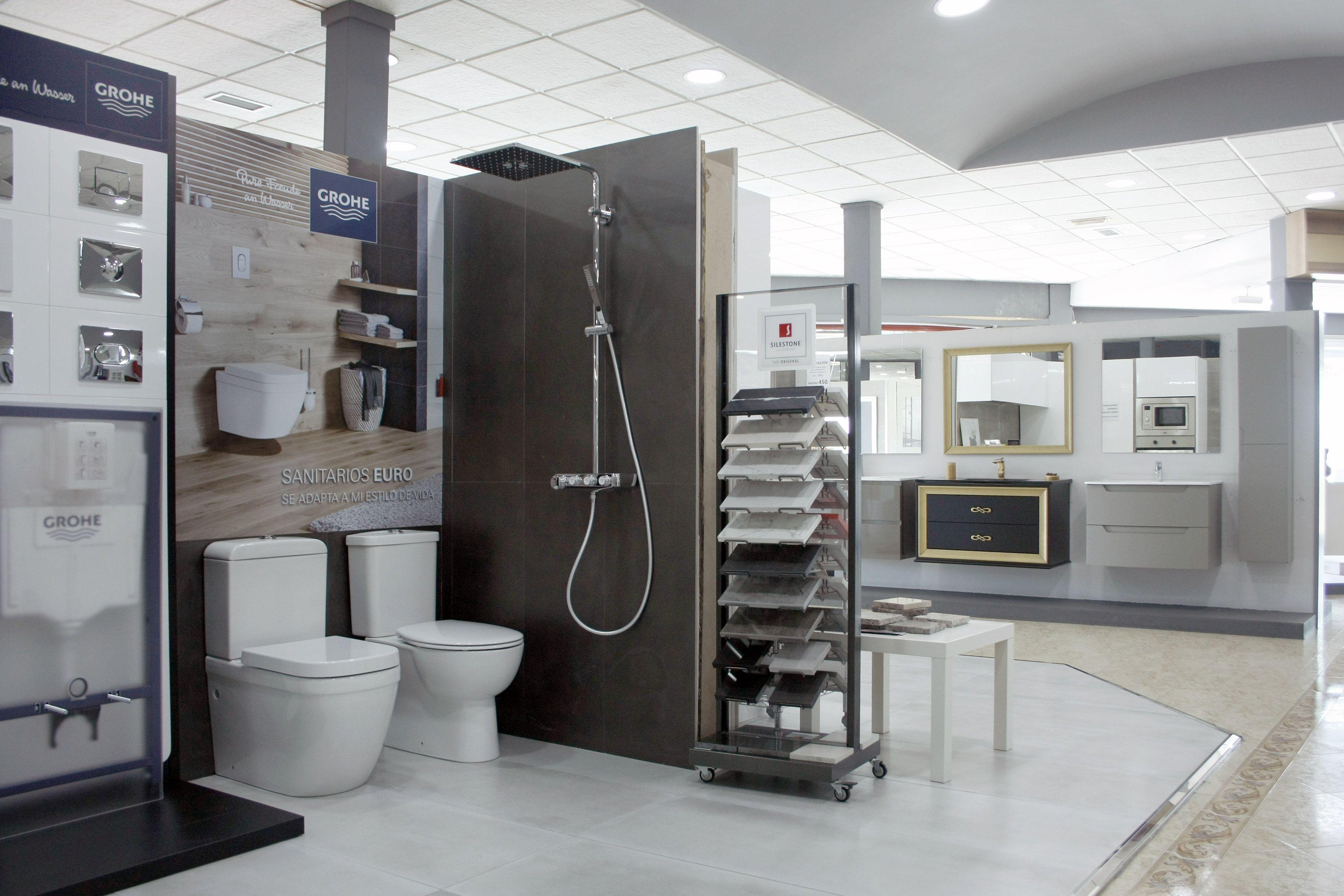 Foto 1 de Muebles de baño y cocina en Maracena | Pavimentos Loymar, S.L.