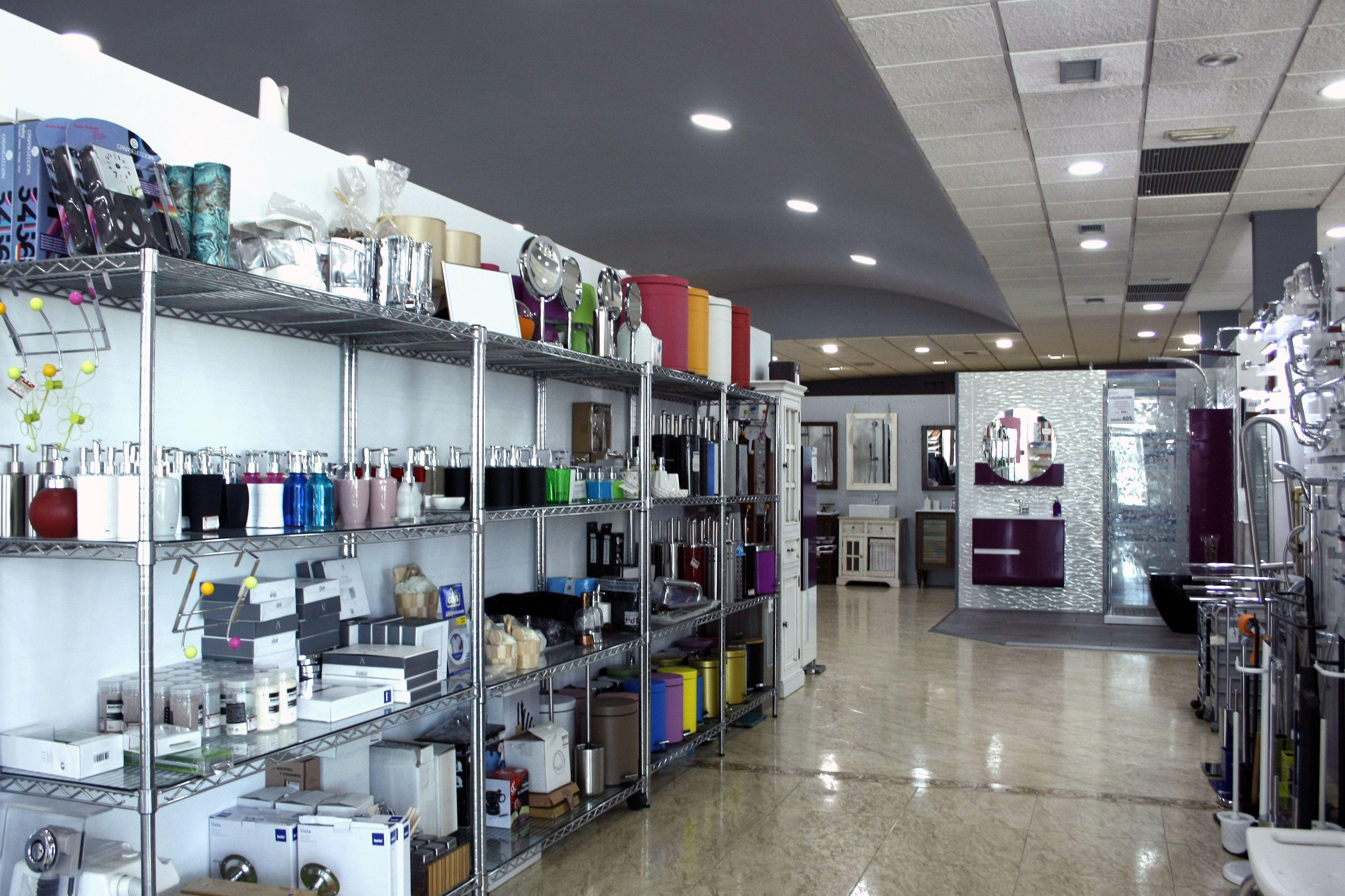 Foto 2 de Muebles de baño y cocina en Maracena | Pavimentos Loymar, S.L.