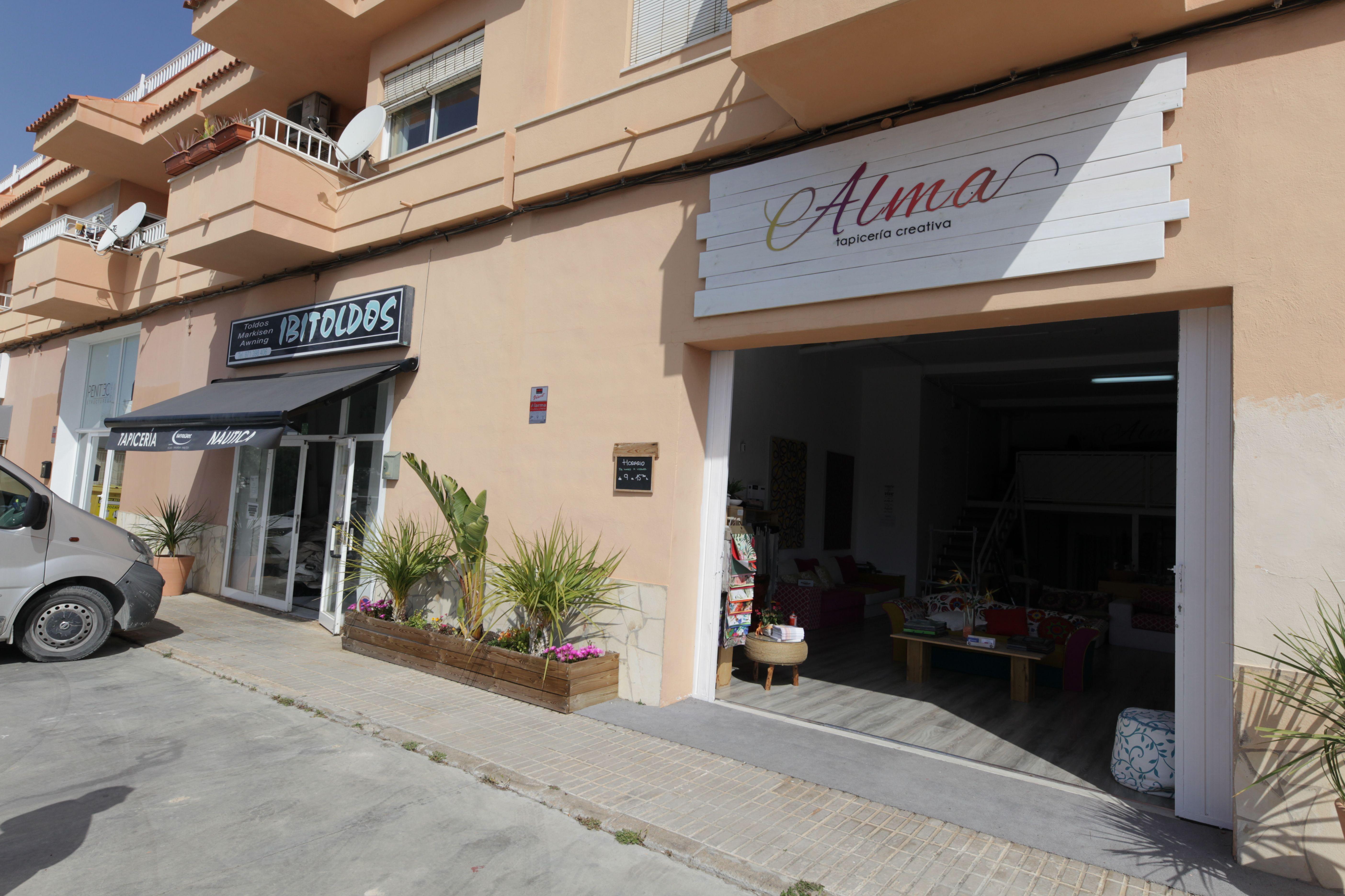 Fachada de nuestra tienda en Ibiza