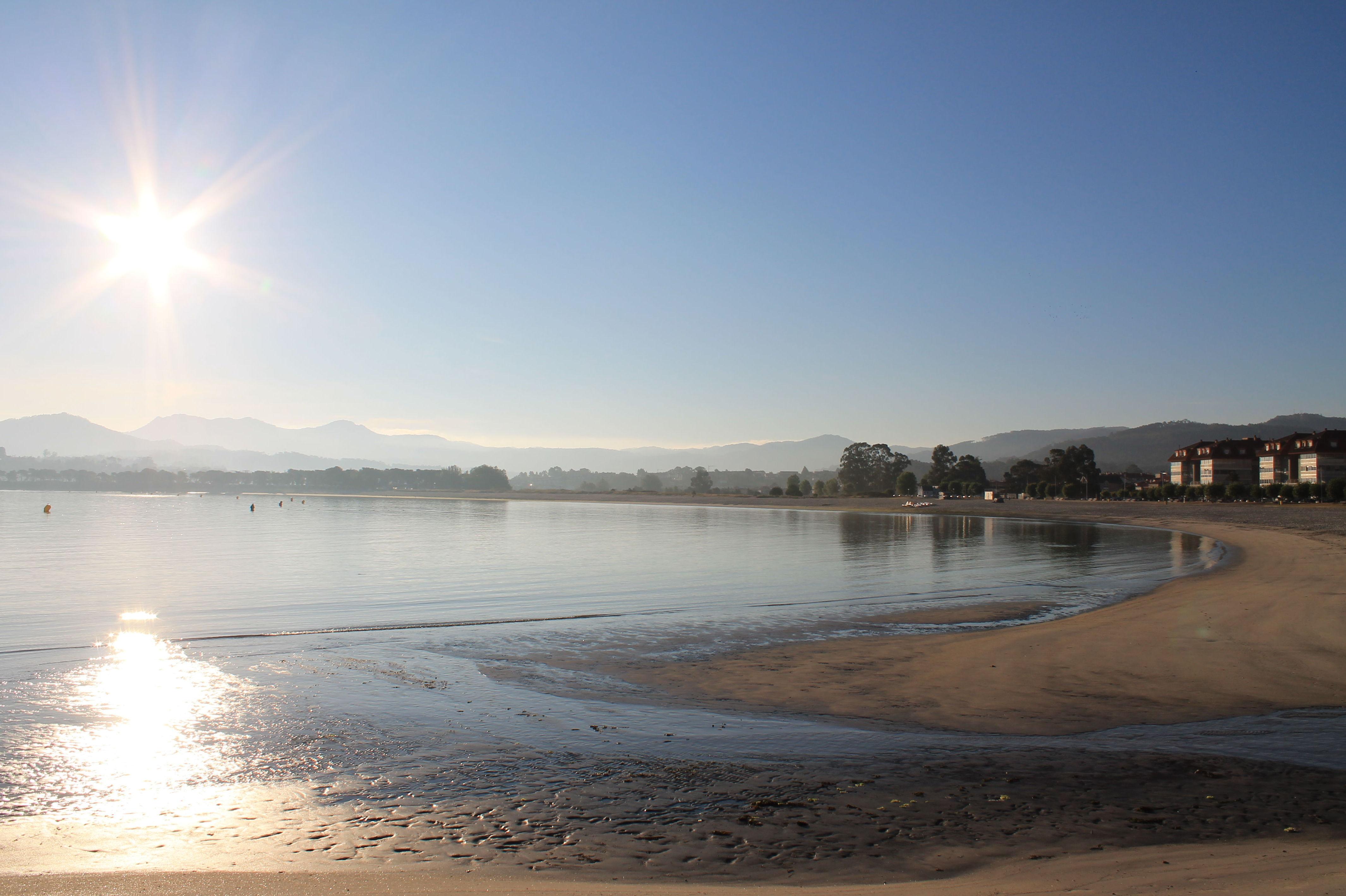 Amanecer de finales de agosto desde la playa justo enfrente (playa Ladeira)