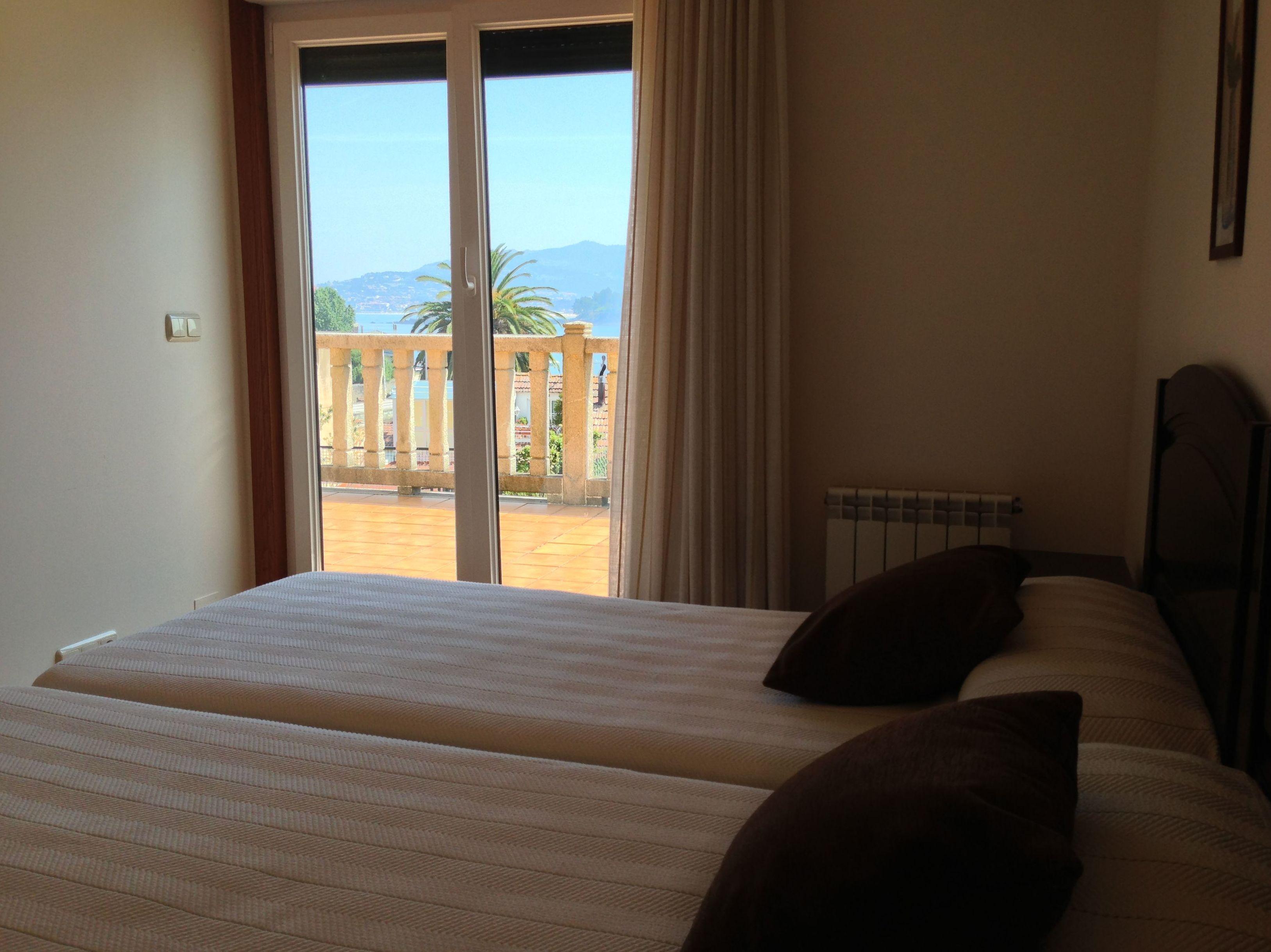 Dormitorio doble con salida directa a la terraza privada con vistas al mar