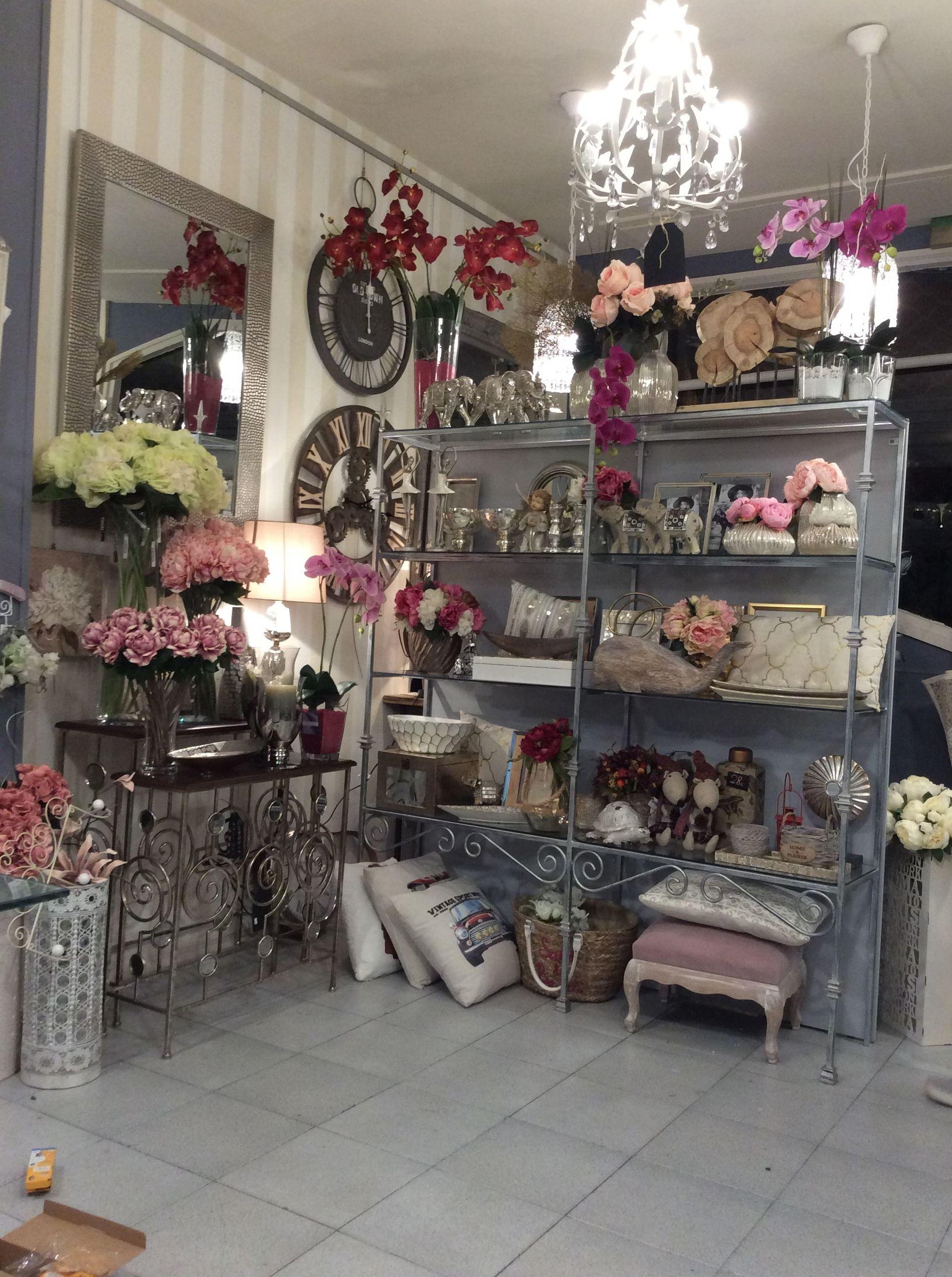 decoración de estilo romántico, con colores pasteles y flores secas