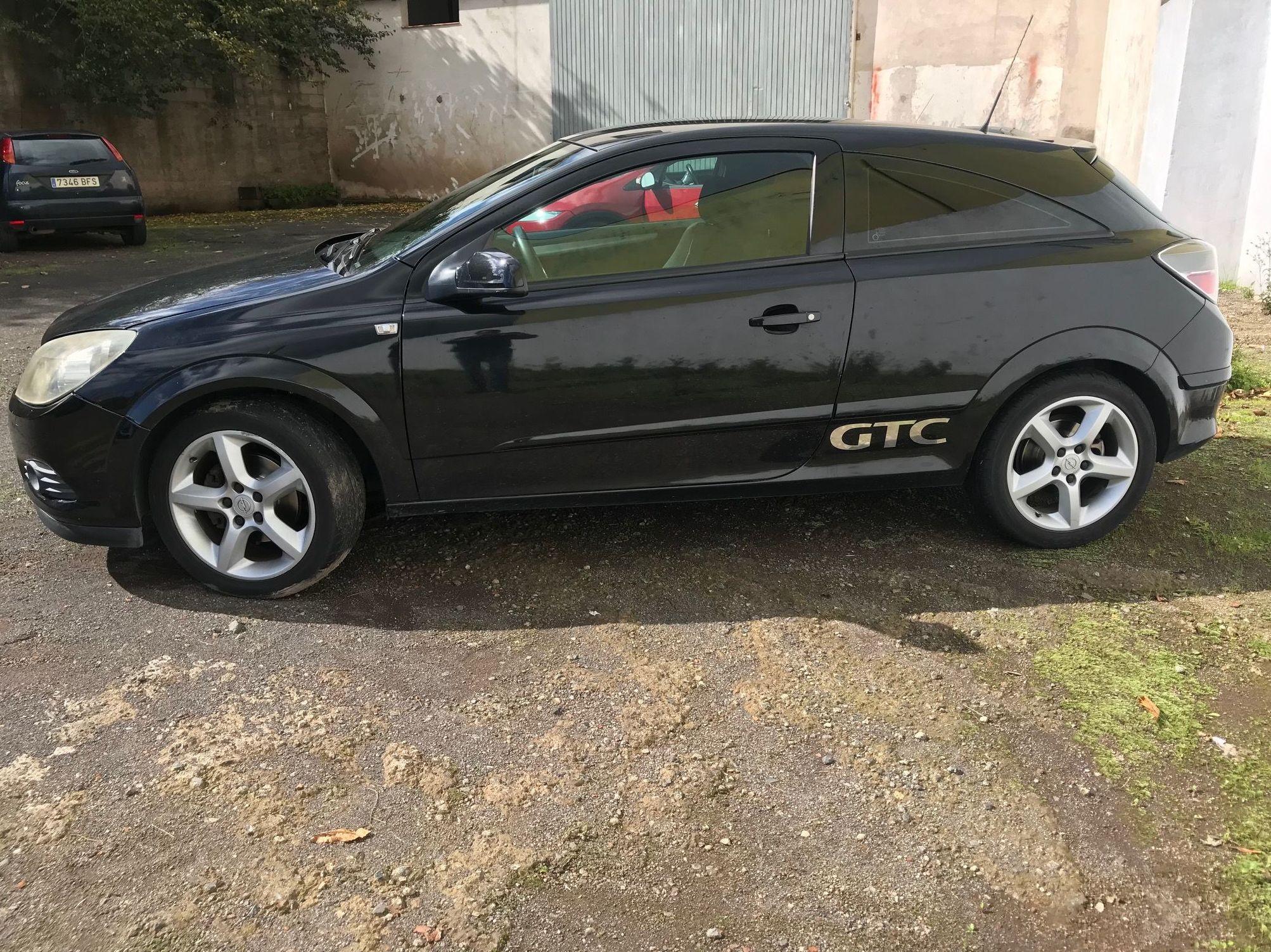 OPEL ASTRA GTC: Vehículos de ocasión de Car Plus Canarias