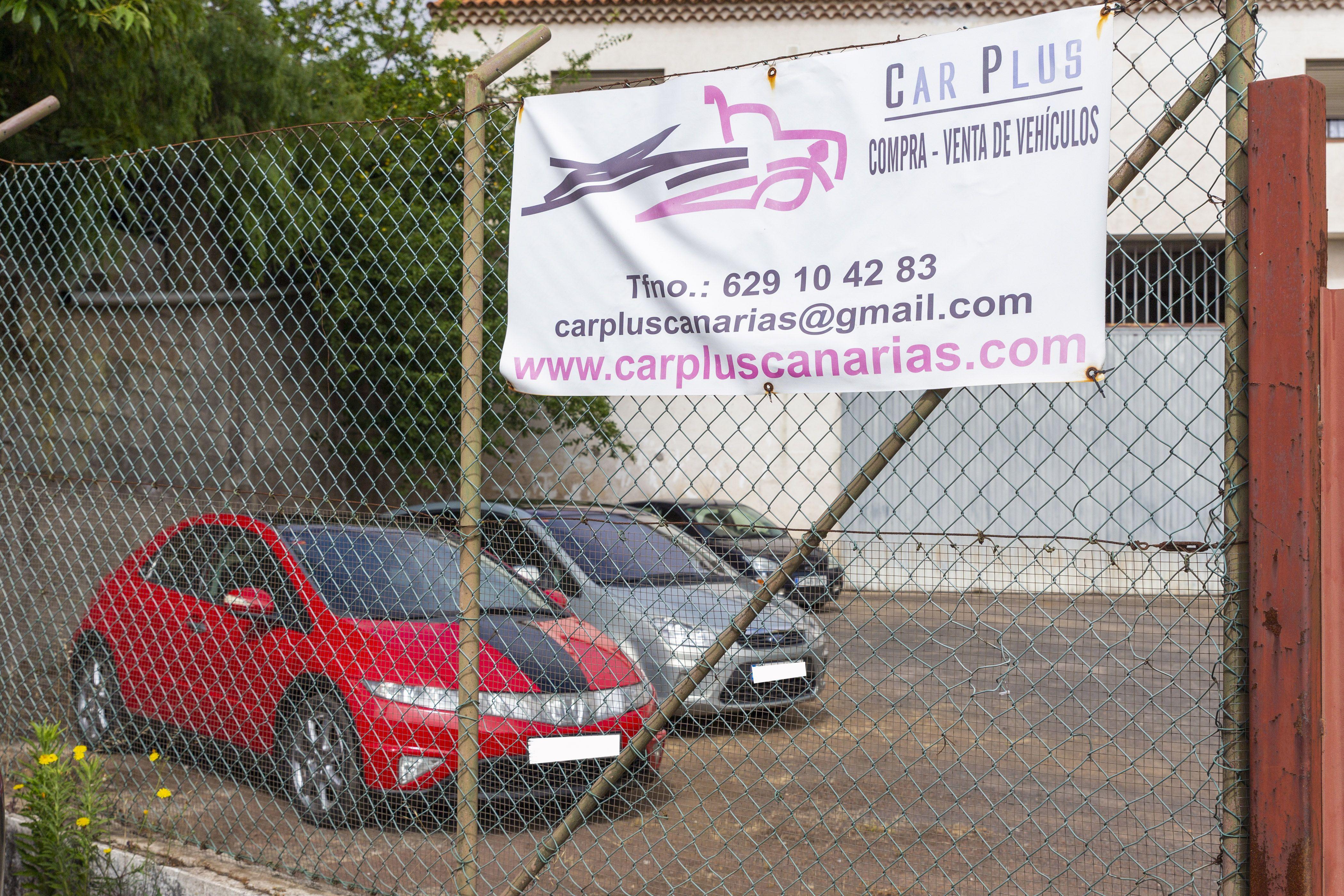Letrero publicitario CAR PLUS CANARIAS