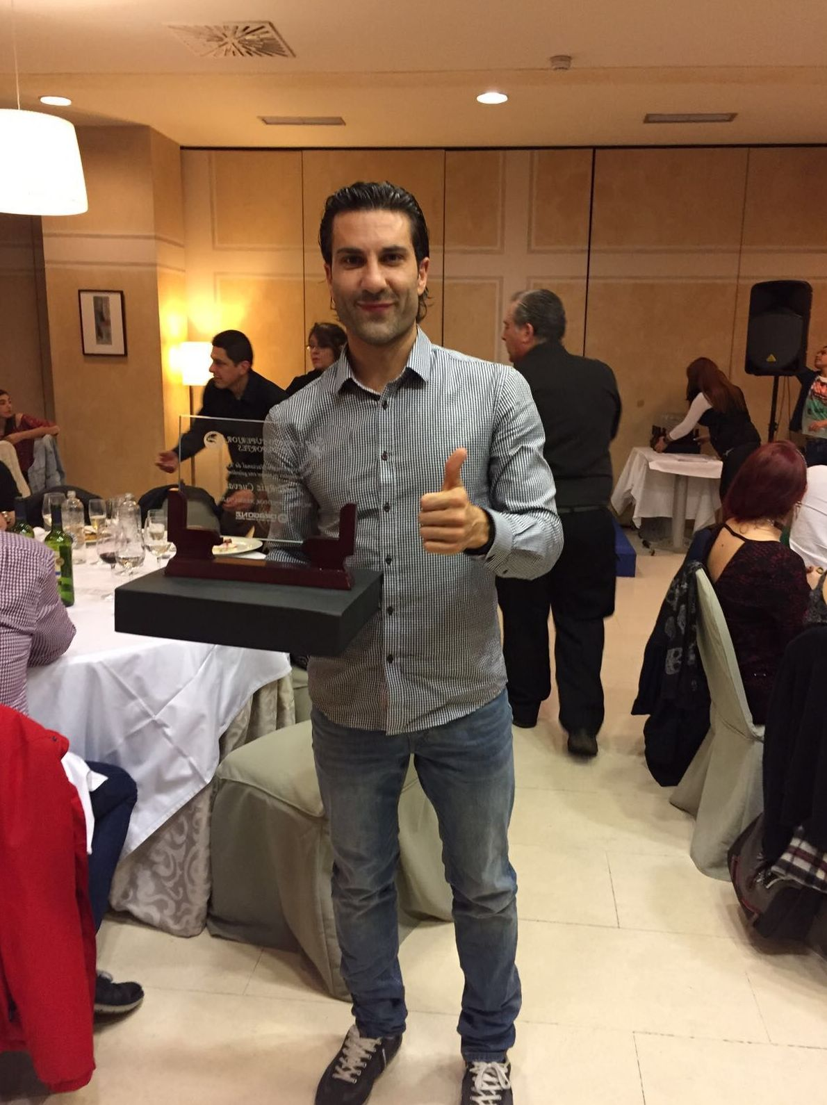 Entrega de premio al mejor competidor de kenpo 2017 Án
