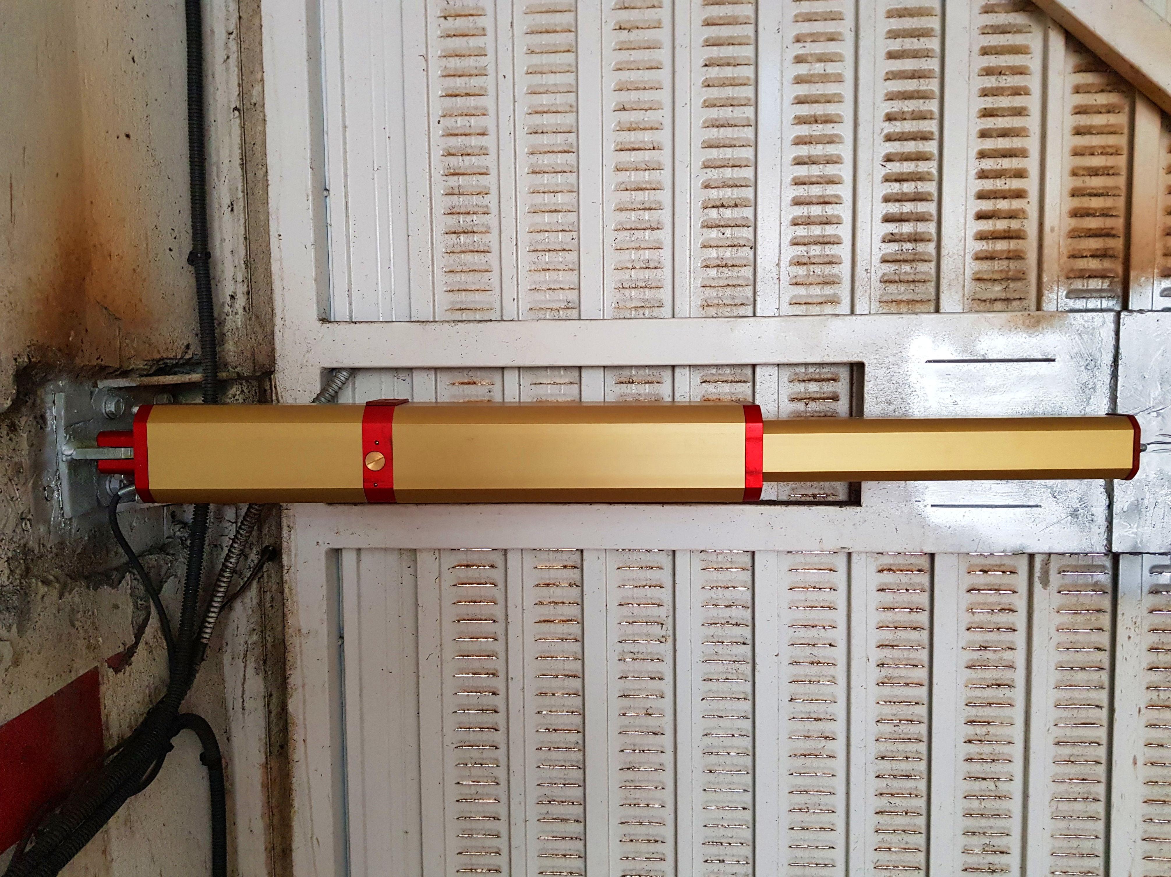 Equipo hidráulico lineal con bloqueos regulables y amortiguación hidráulica. Silencio de maniobra extremo.