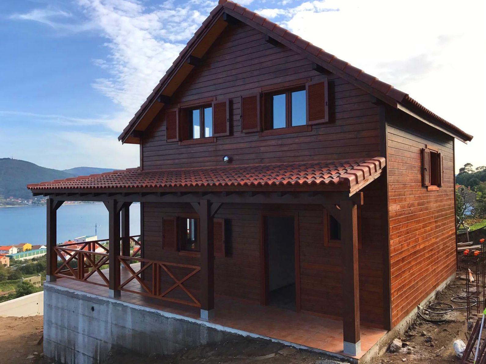 Casa de madera construcción terminada
