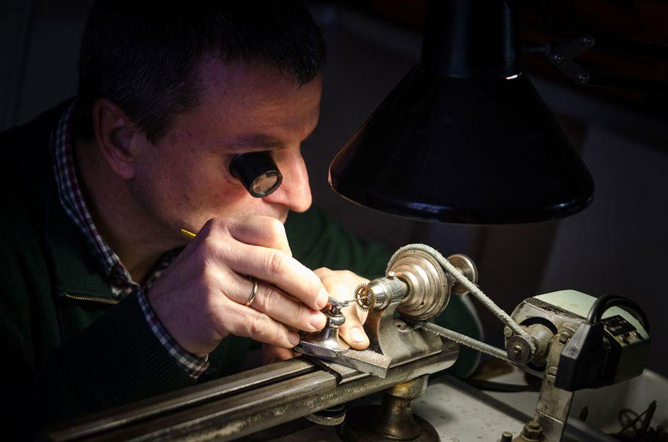 Reparación de relojes antiguos en Sevilla