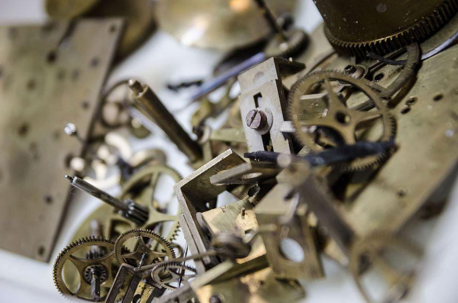 Restauración de relojes antiguos en Sevilla