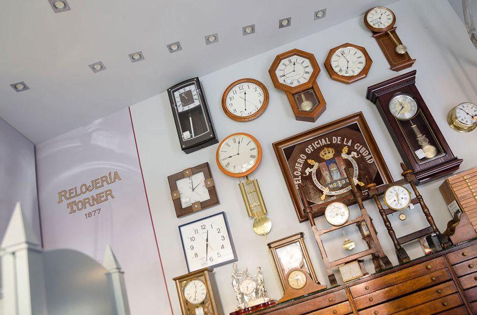 Conservación de relojes de sobremesa, antiguos y de torre en Sevilla