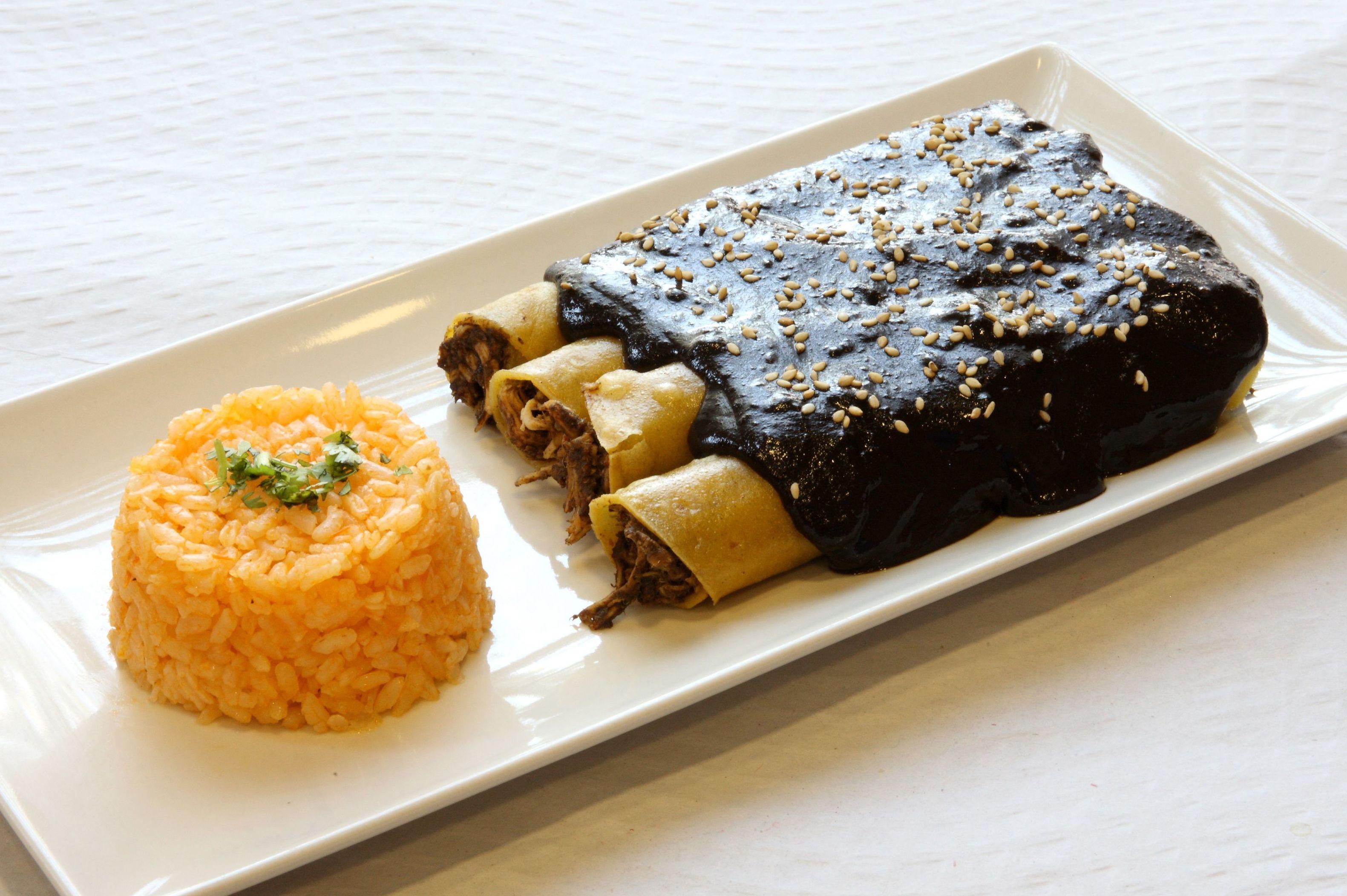 ENMOLADAS: Nuestra Comida  Mexicana de Restaurante Sol Azteca