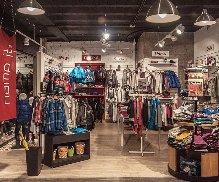 Iluminación de tienda de ropa en Colindres