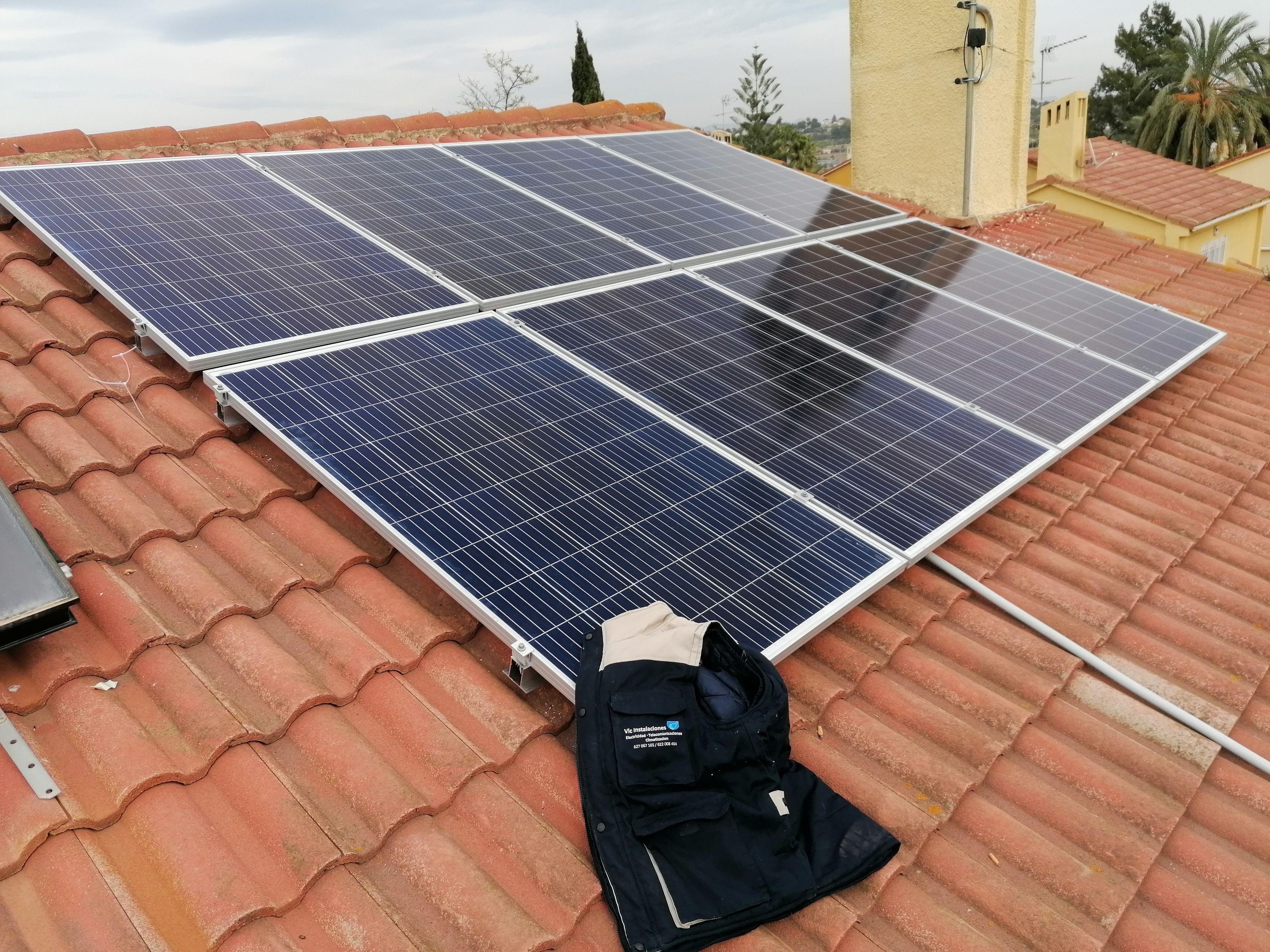 Instalaciones Fotovoltaicas de autoconsumo: Catálogo de FRANCISCO JAVIER LÓPEZ POLONIO