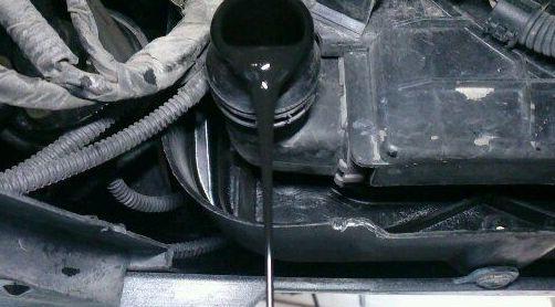 Mezcla de aceite en el sistema refrigerante.