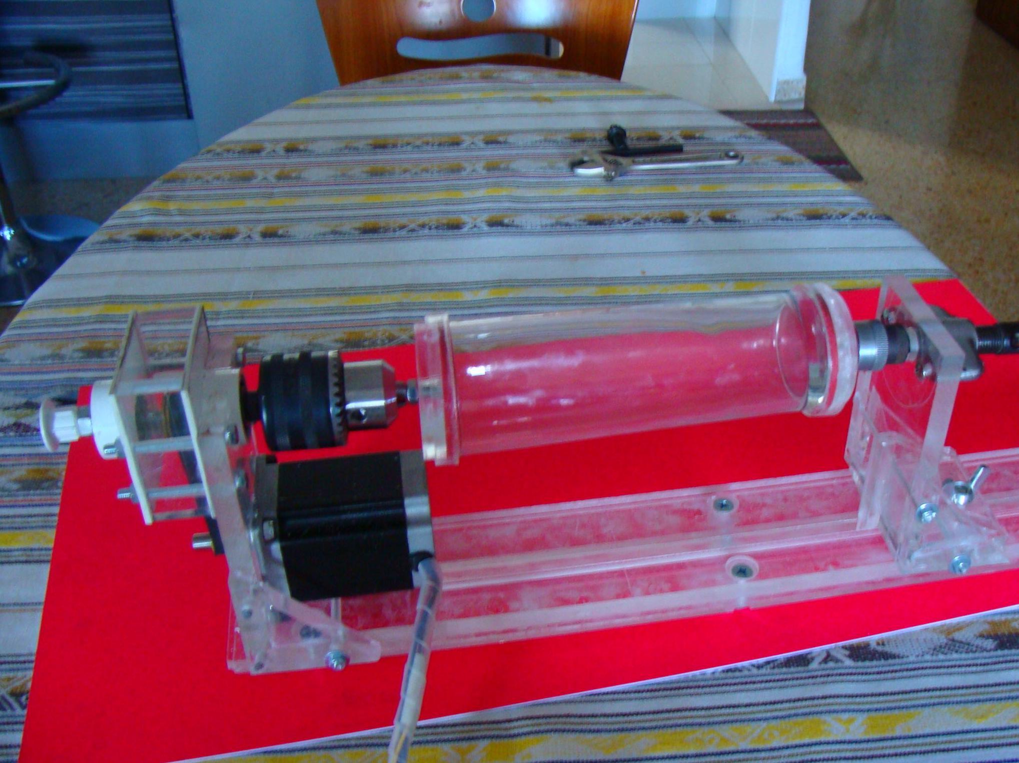 Nuevo dispositivo para grabar cilindros, copas, vasos y botellas en cristal.