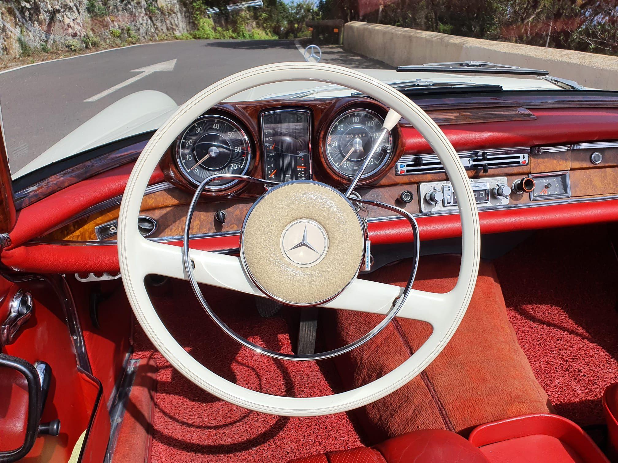 Foto 9 de Alquiler de vehículos con conductor en  | HM LUXURY TRANSPORT
