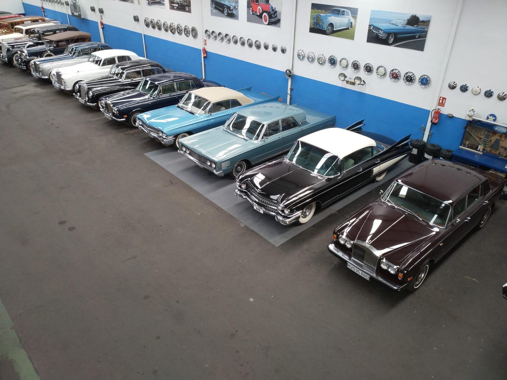 Foto 2 de Alquiler de vehículos con conductor en  | HM LUXURY TRANSPORT