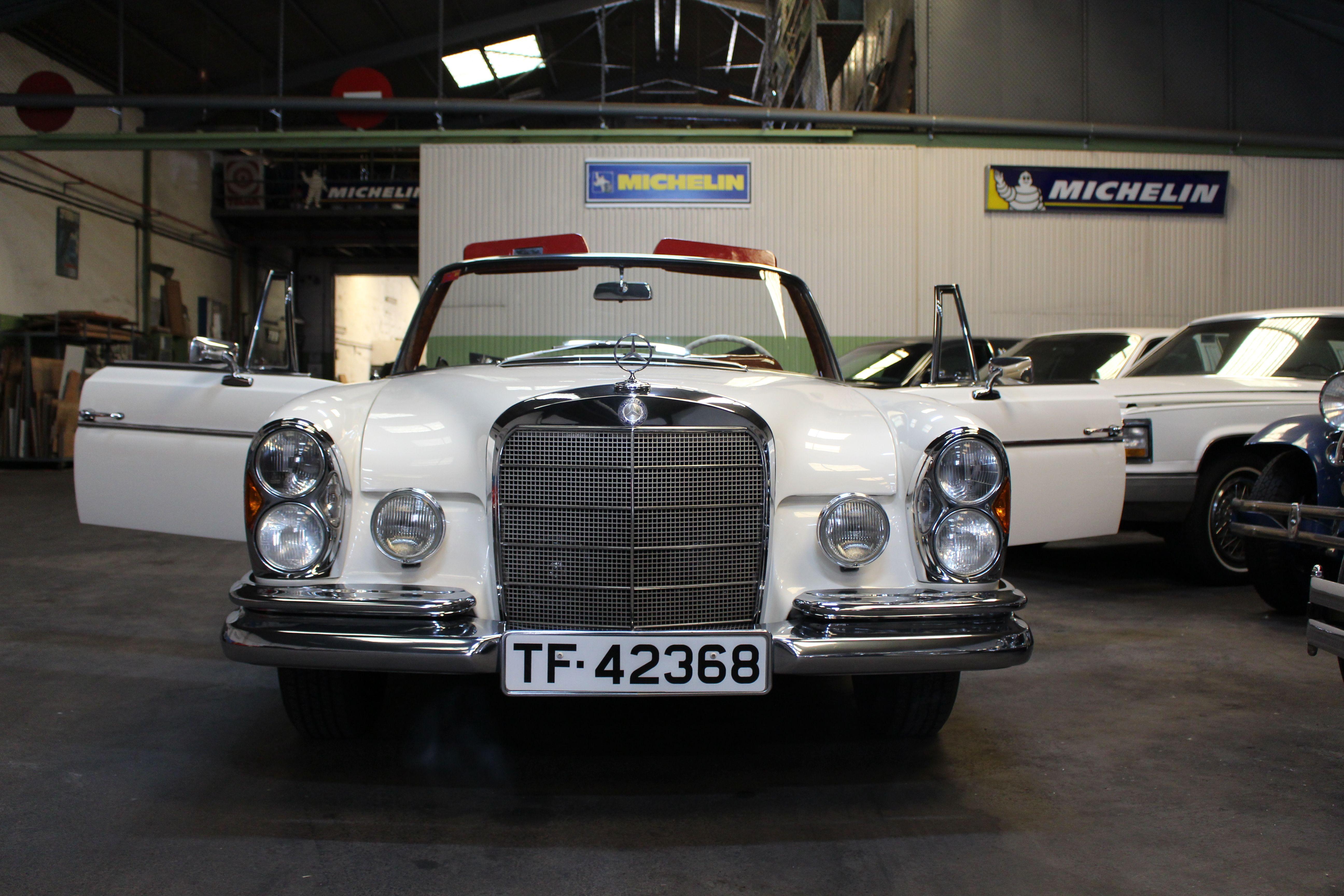 Mercedes - Benz 250 (1965): Nuestros vehículos de HM LUXURY TRANSPORT