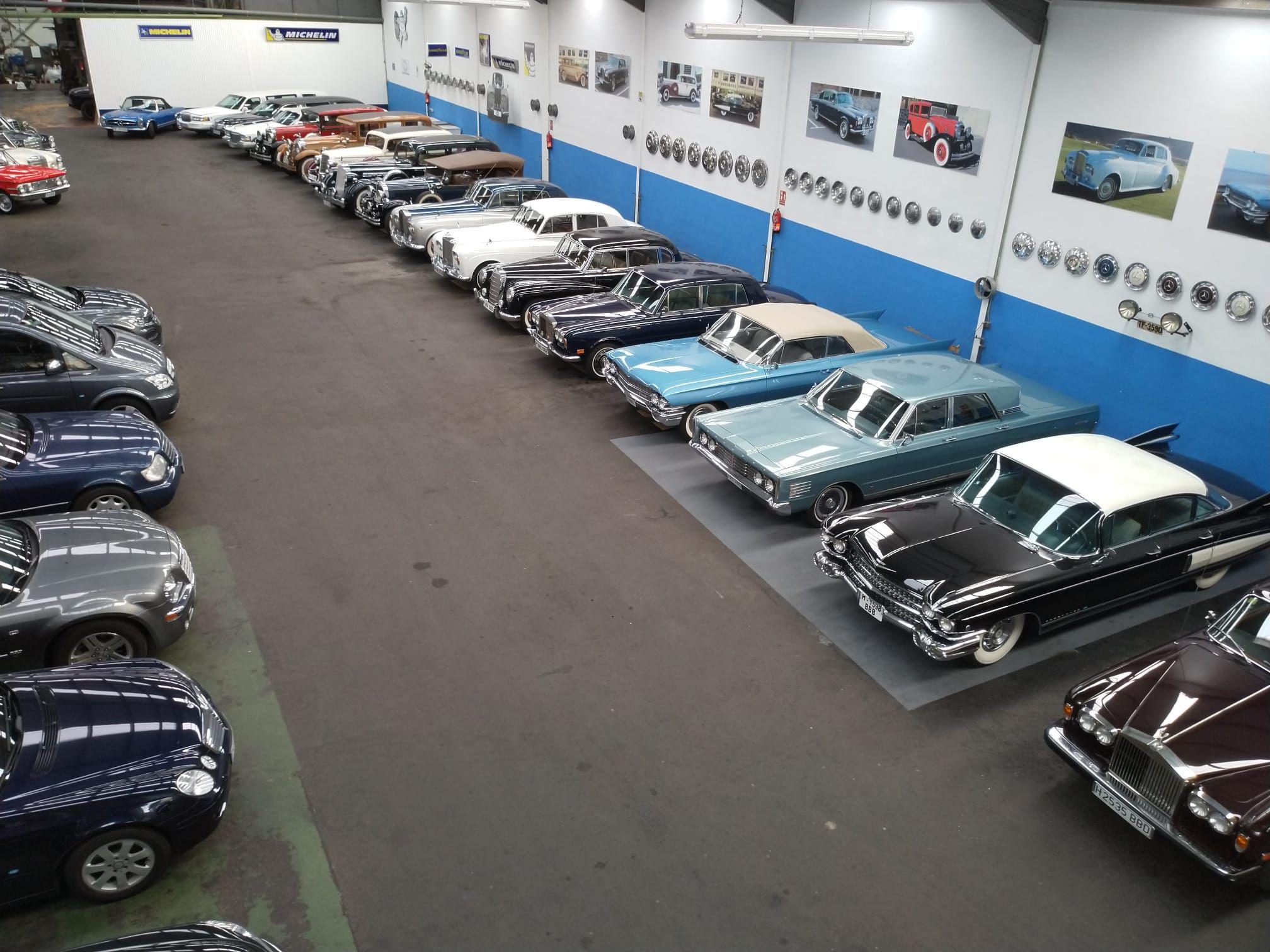 Foto 26 de Alquiler de vehículos con conductor en  | HM LUXURY TRANSPORT