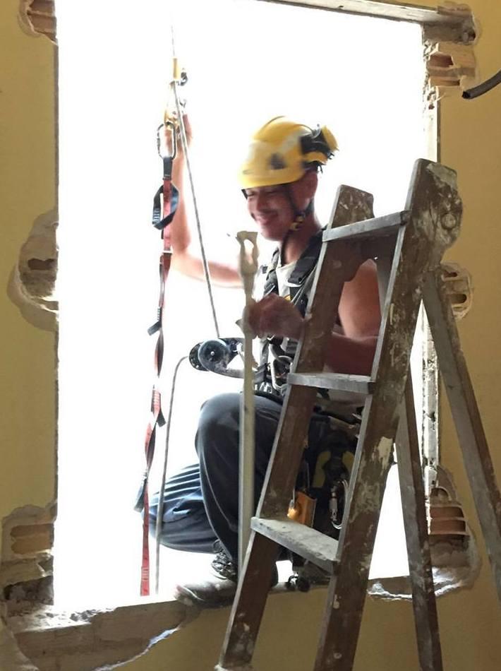 Trabajo vertical para adecuación y salida de bajantes en sala de plancha