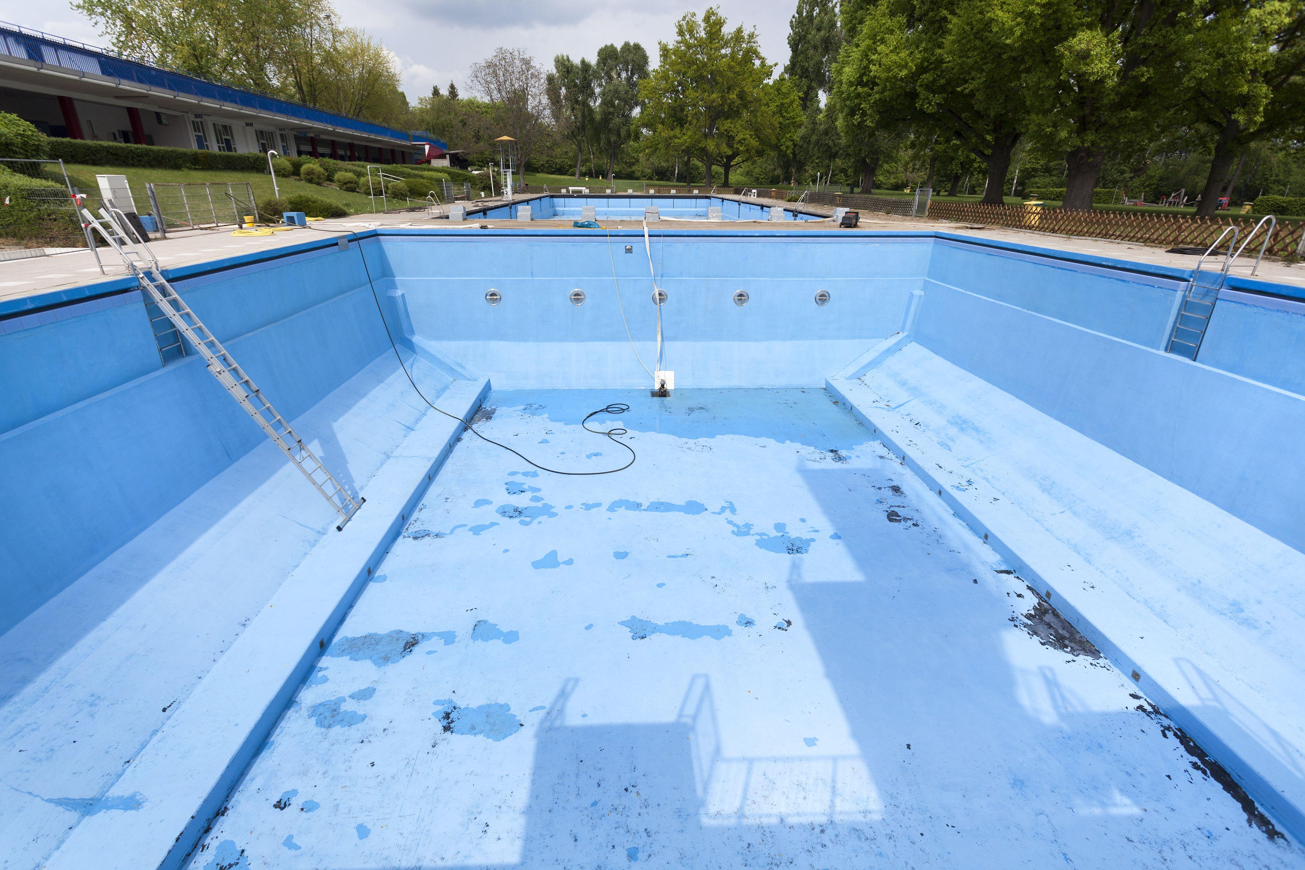 Pintado de piscinas al clorocaucho: Servicios de Rehabilitaciones Manzano