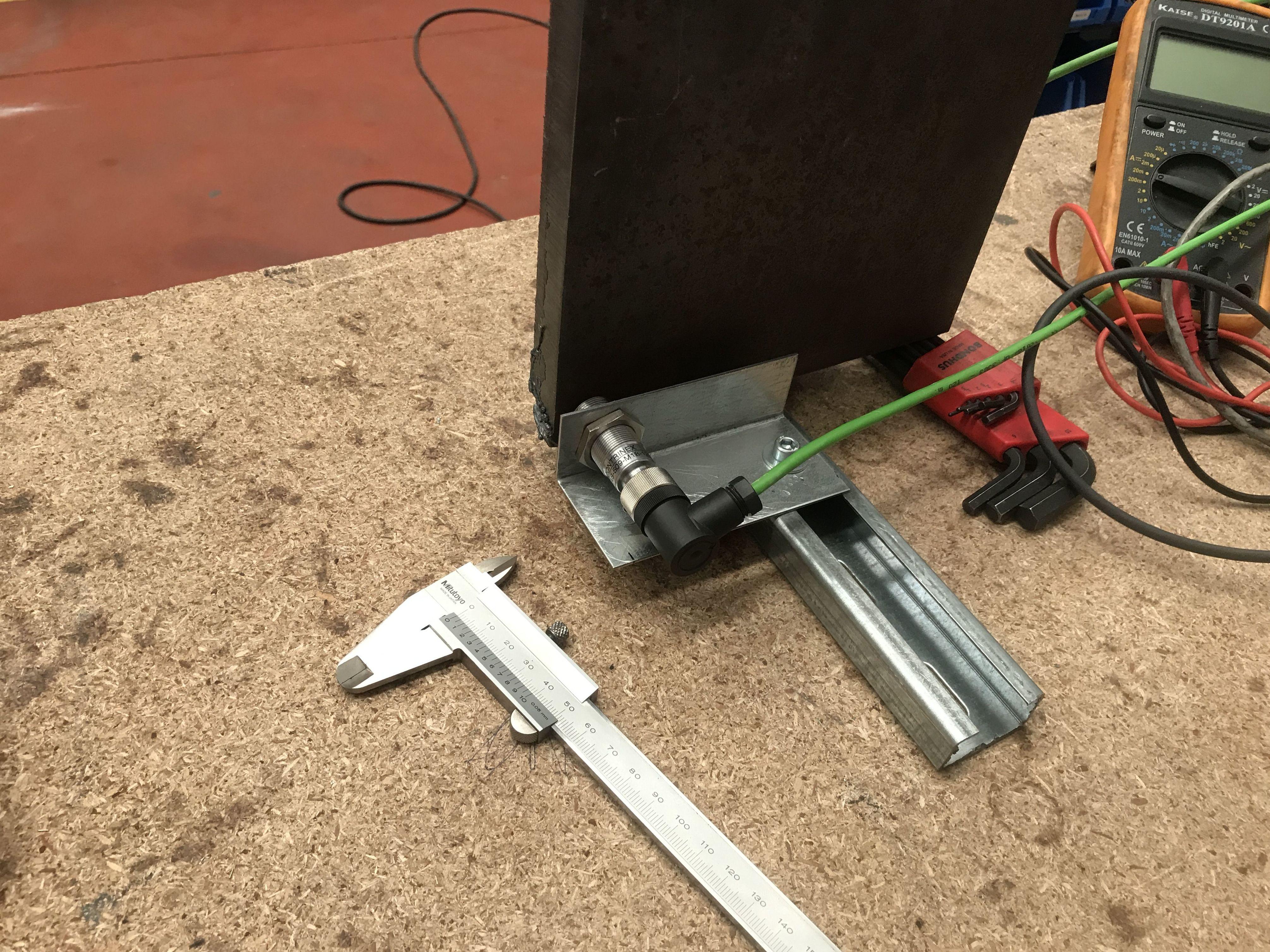 Instrumentación Carga-Deformación para la descarga de muros de carga en Retail. Bulgari (Barcelona)