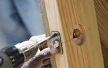 Realización de puertas de madera