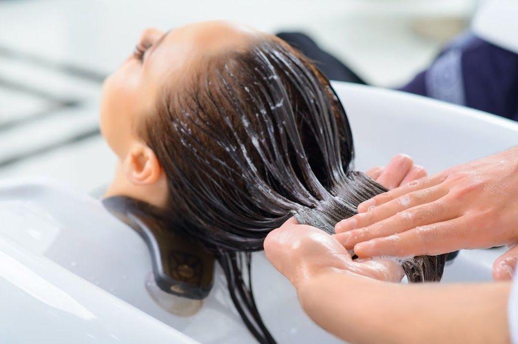 Tratamientos capilares: Peluquería y estética de Peluquería M.C.