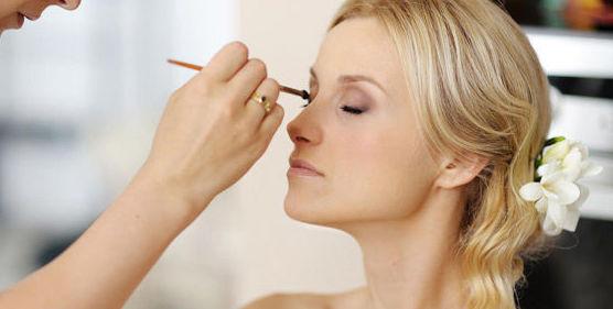 Maquillaje de novias: Peluquería y estética de Peluquería M.C.