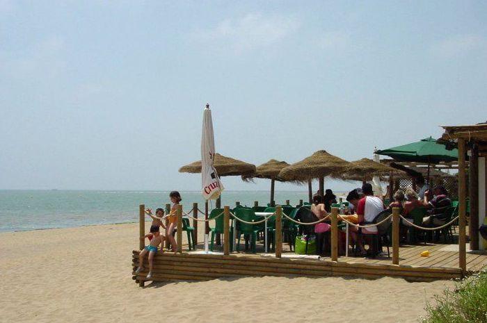 Chiringuito en la playa de Isla Canela