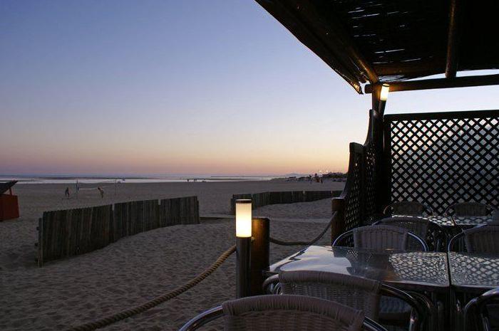Cenas en la playa de Isla Canela