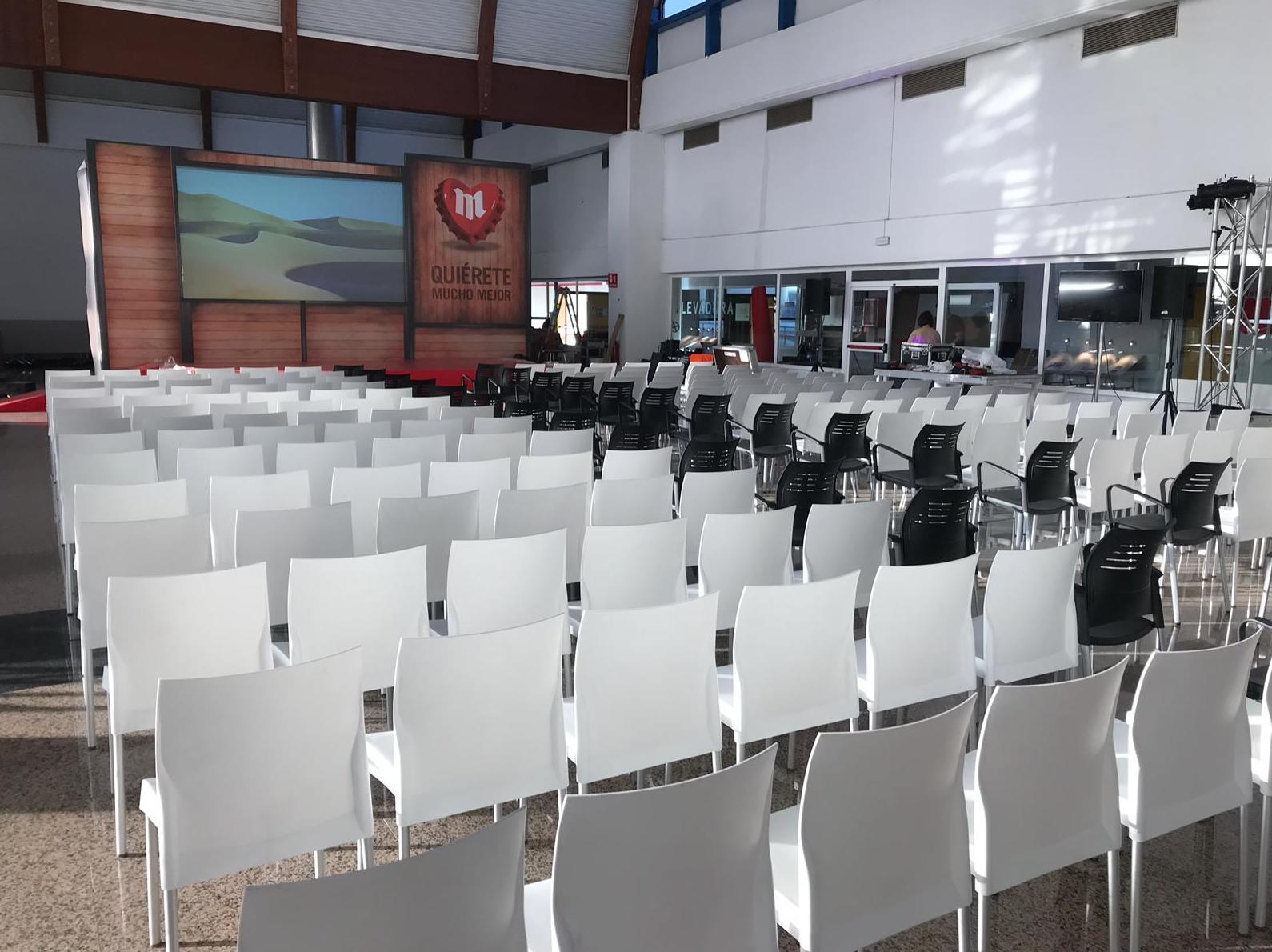 Alquiler de sillas evento Mahou