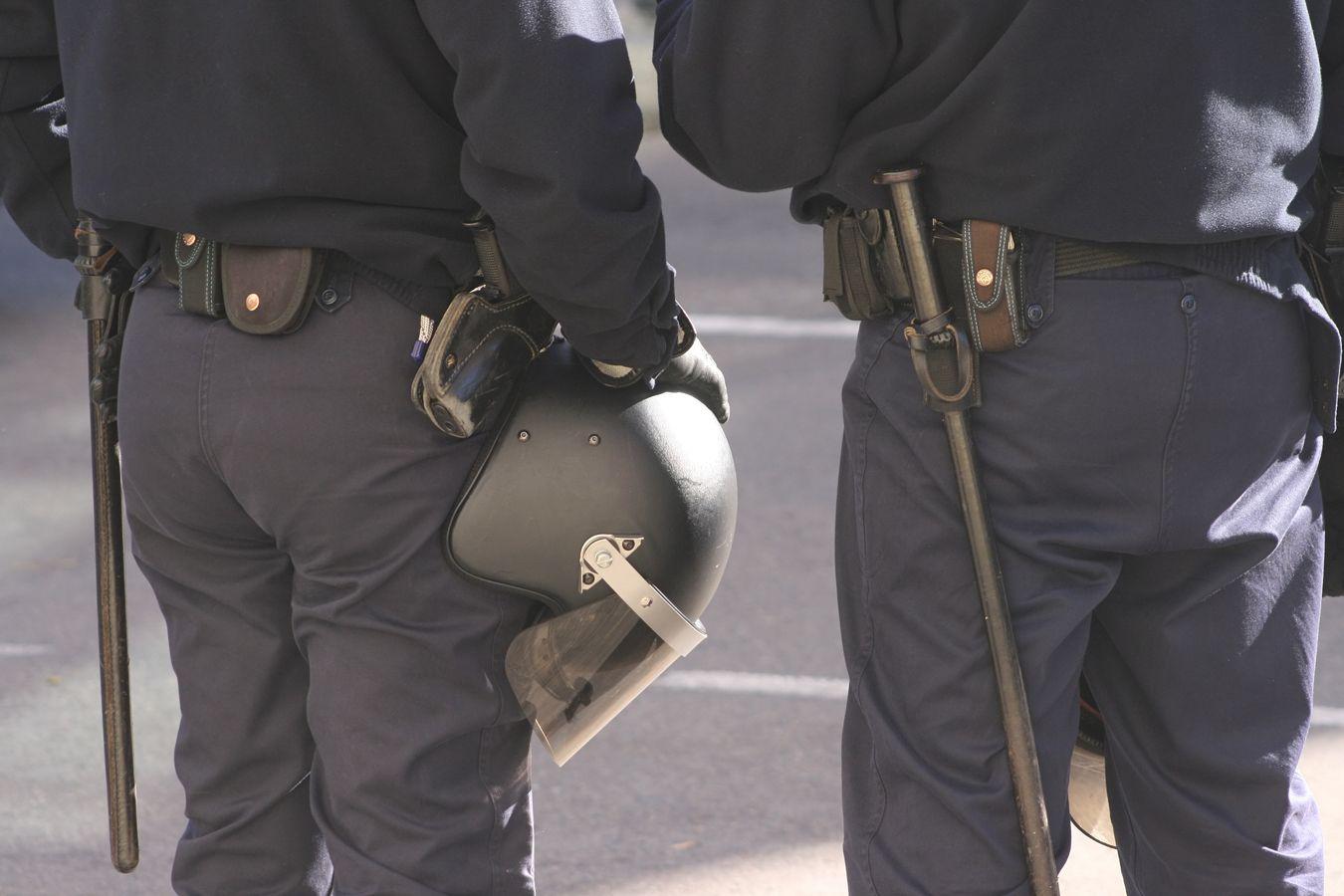Uniformes de policía en Teruel