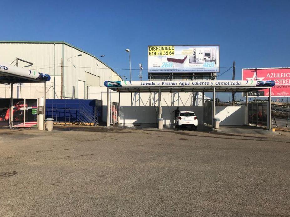 Estación de servicio con boxes de lavado en Bollulos Par del Condado