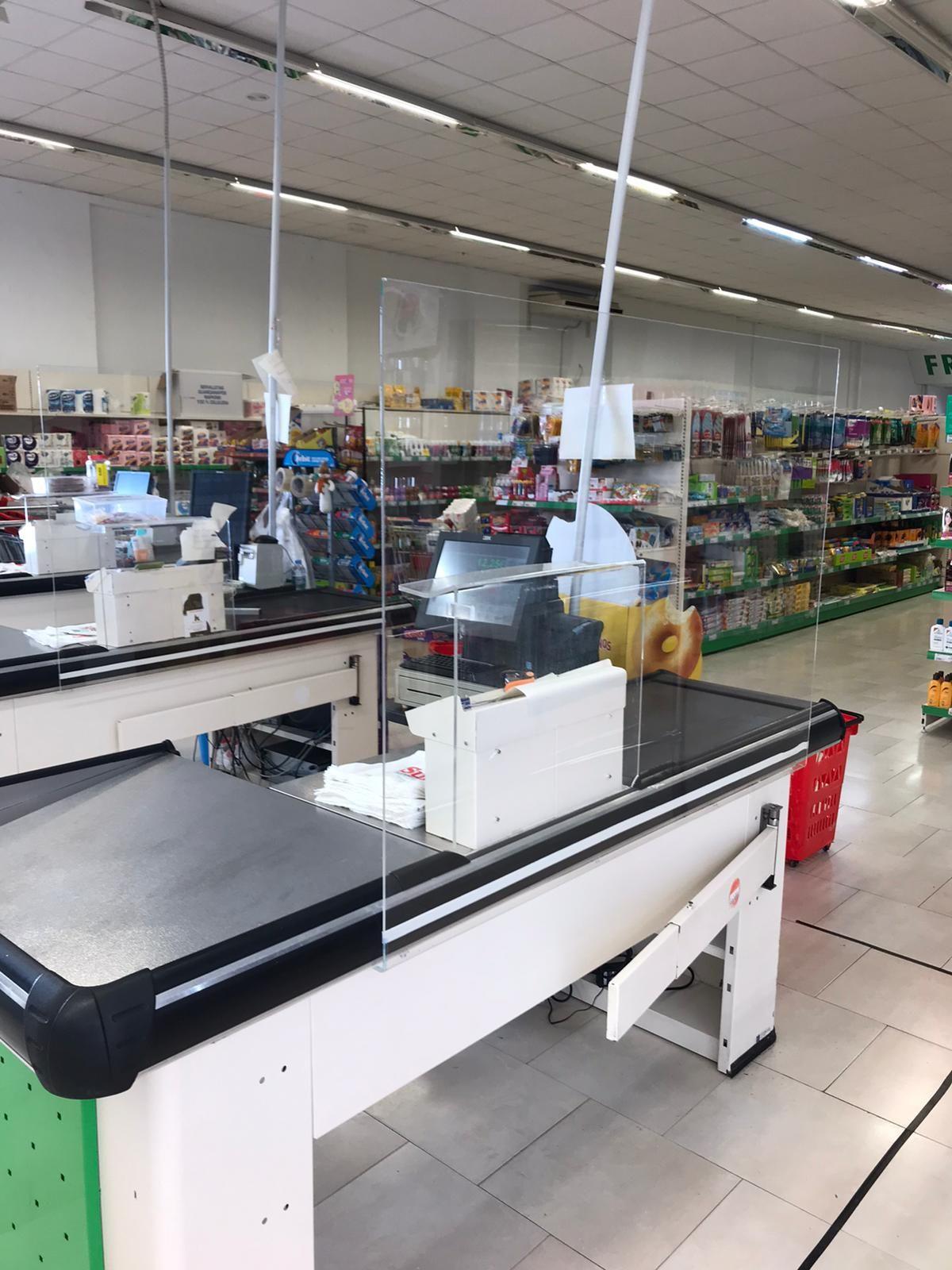 Mamparas para líneas de caja en centros comerciales