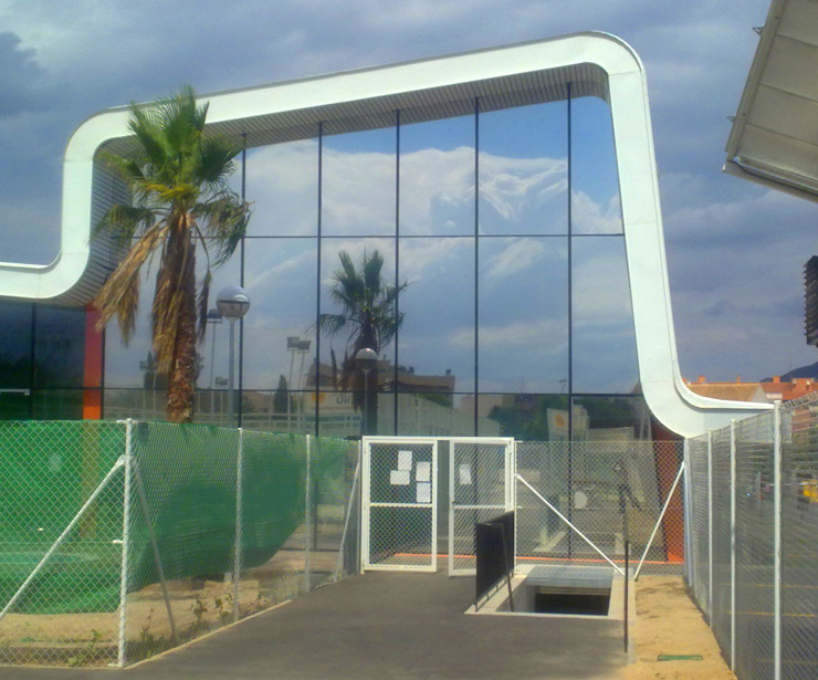Láminas solares para entrada a urbanizaciones