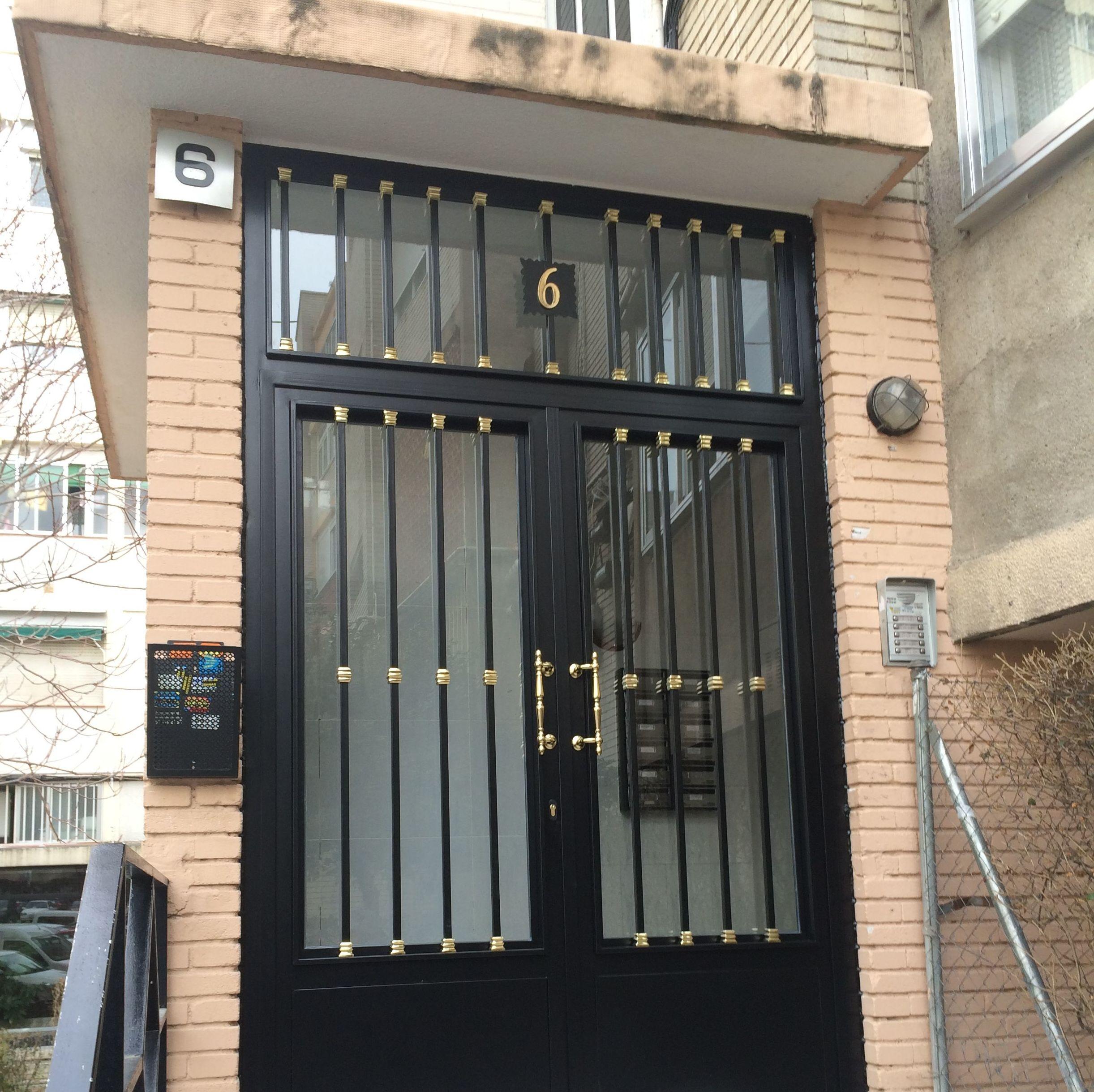 Foto 2 de cerrajer a en madrid cerrajer a lumi for Fotos de puertas de hierro