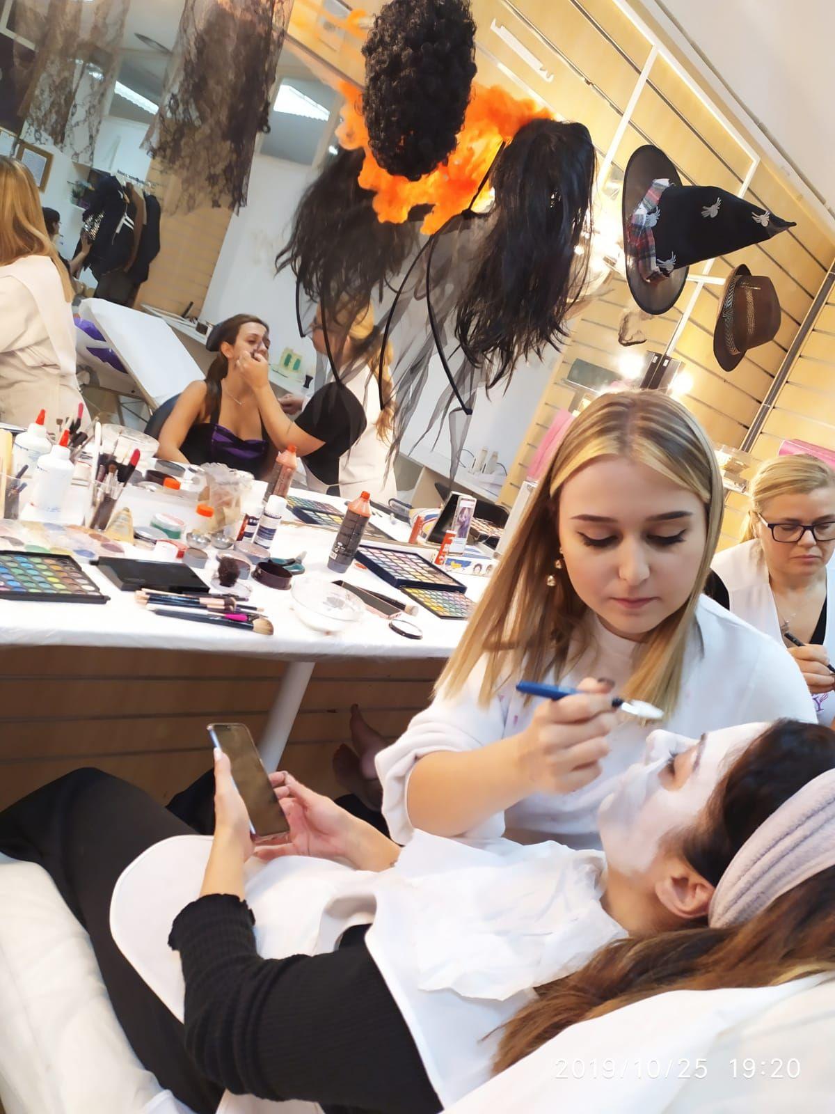 Foto 1 de Academias de peluquería y estética en Collado Villalba | Vevey