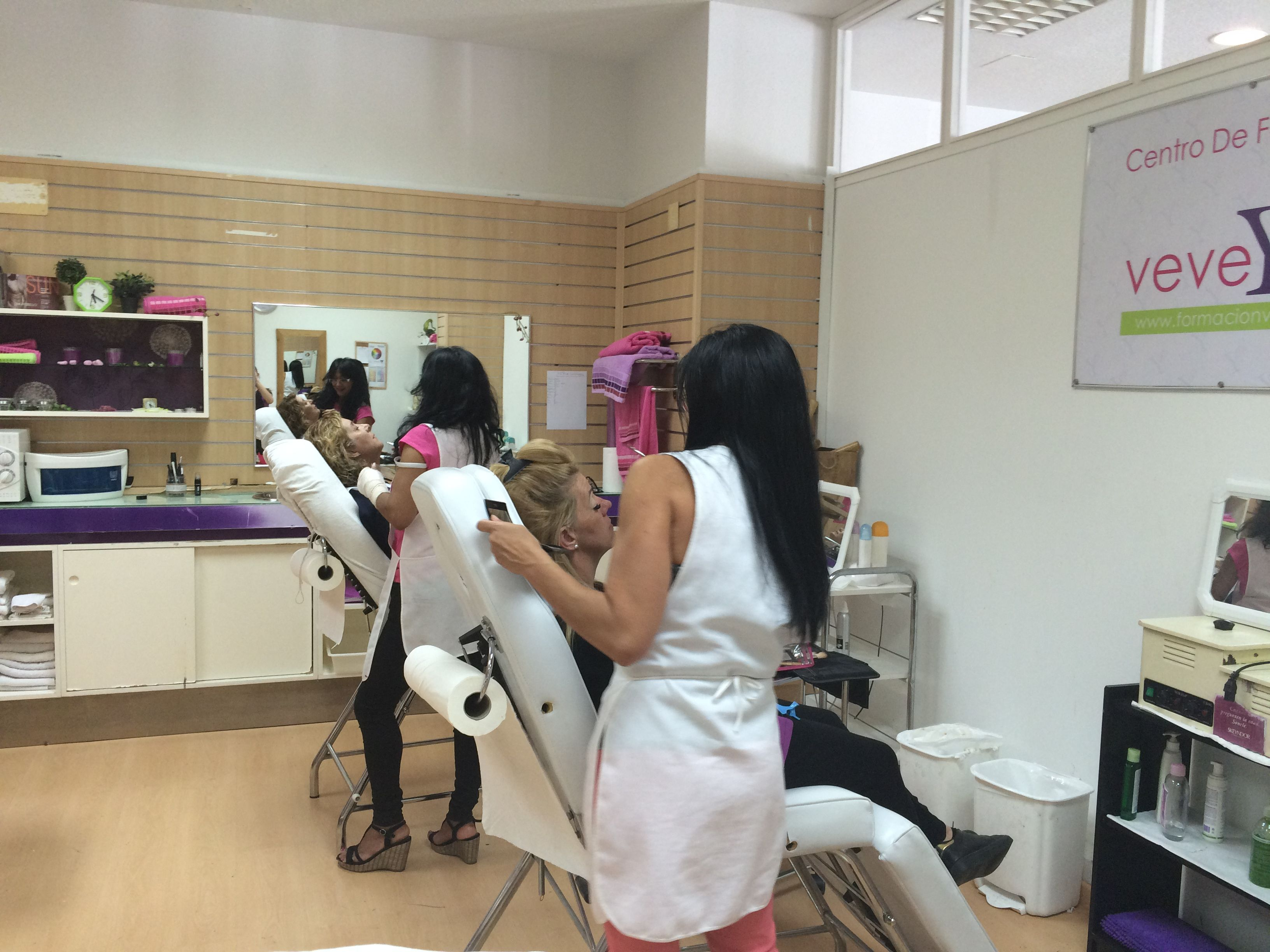 Servicios al público a precios más reducidos: Cursos peluquería y estética de Vevey