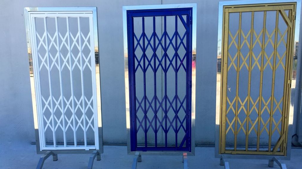 Spring hinged doors in Murcia