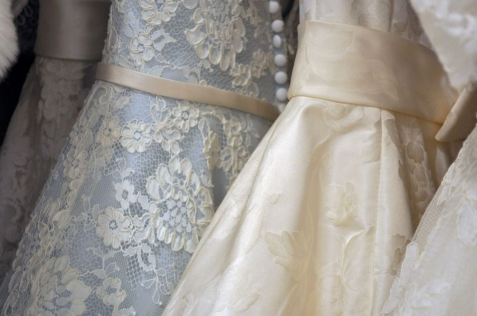Especialistas en vestidos de novia, comunión, bautizo, fiesta...: Servicios de Tintorería Dutú