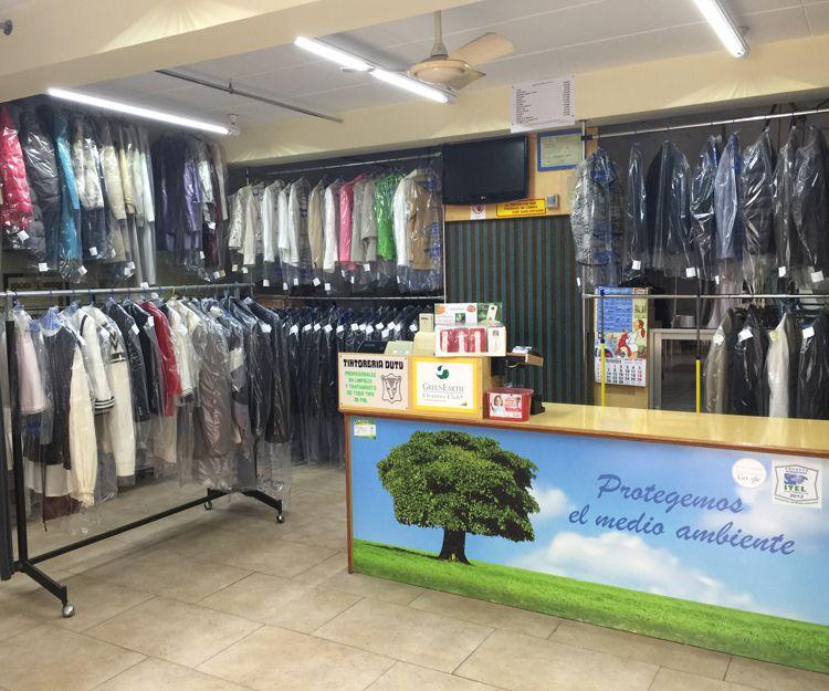 Interior de nuestra tintorería ecológica en Tarragona
