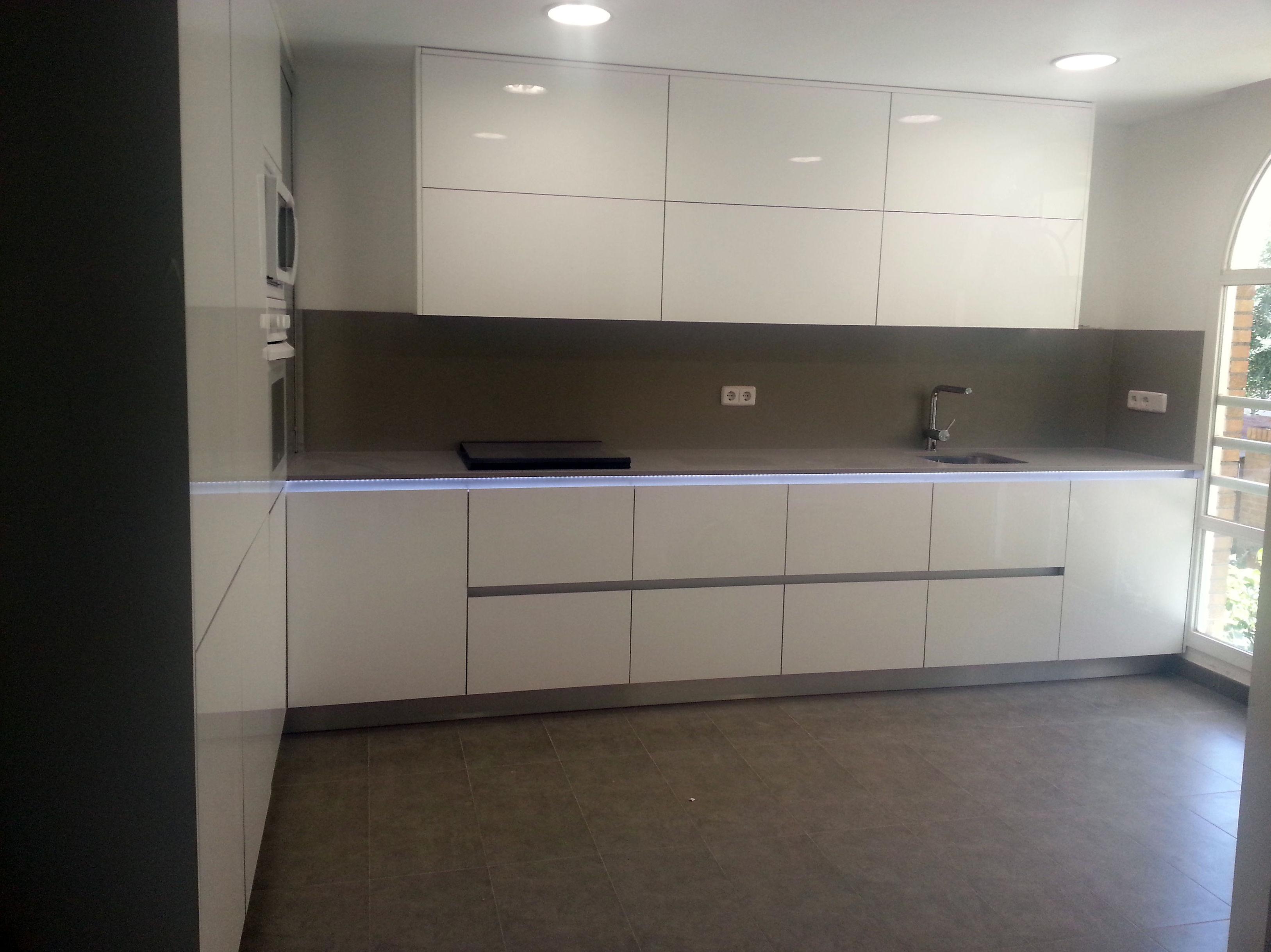 Foto 8 de muebles de ba o y cocina en madrid estudios y for Muebles de cocina modernos precios