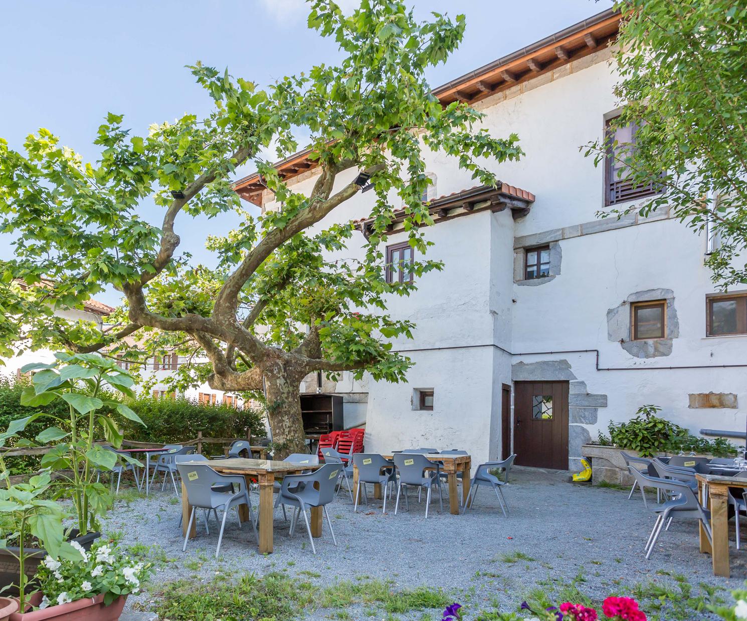 Terraza de nuestro restaurante en Navarra