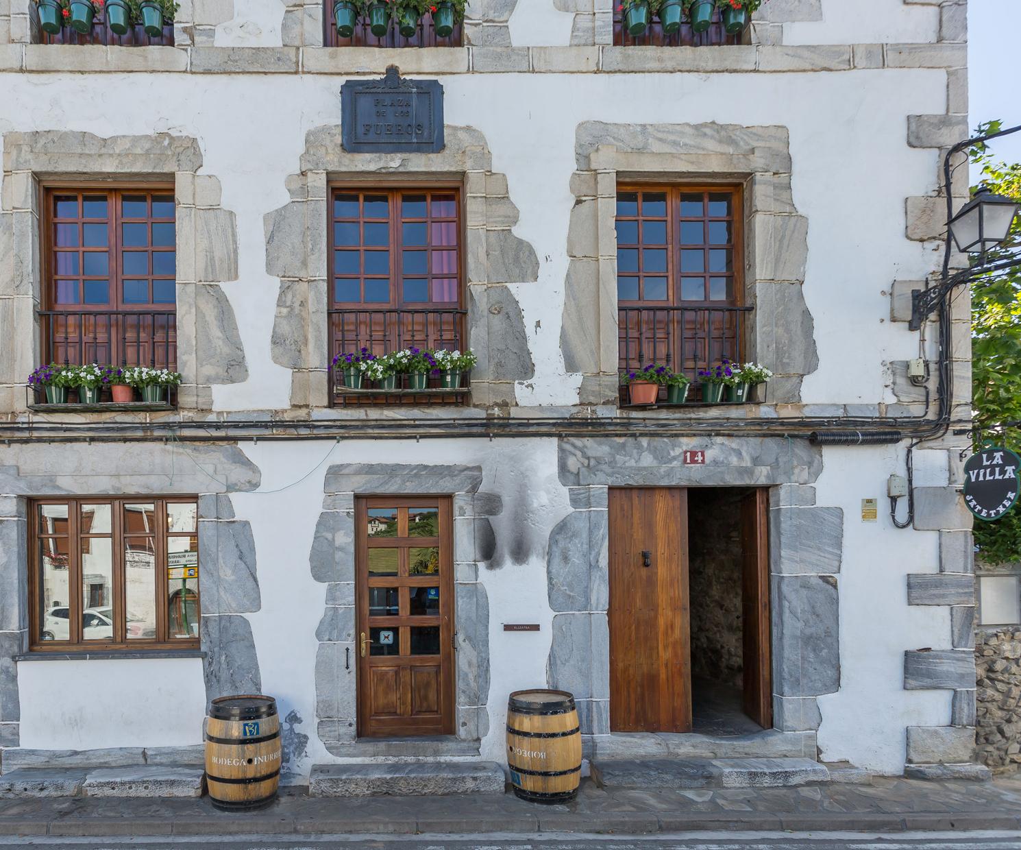 Fachada de nuestro restaurante en Navarra