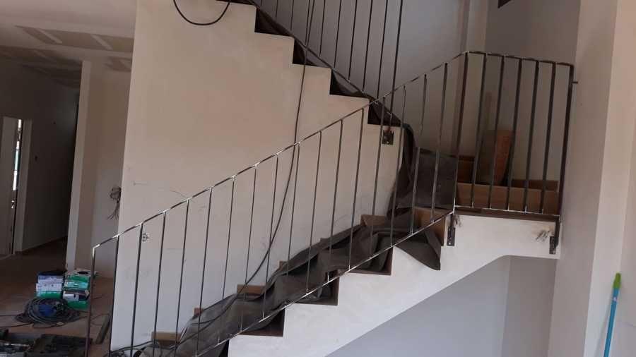 Instalación de barandilla de hierro