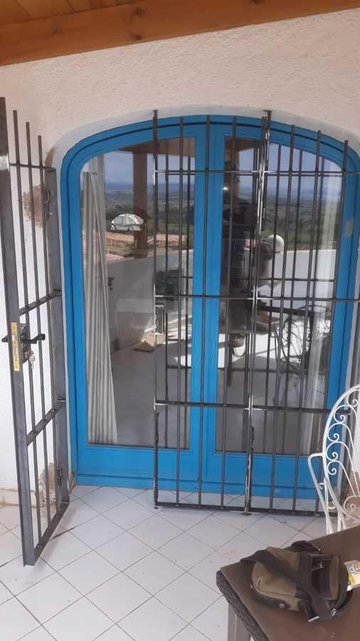 Instalación de puerta de hierro